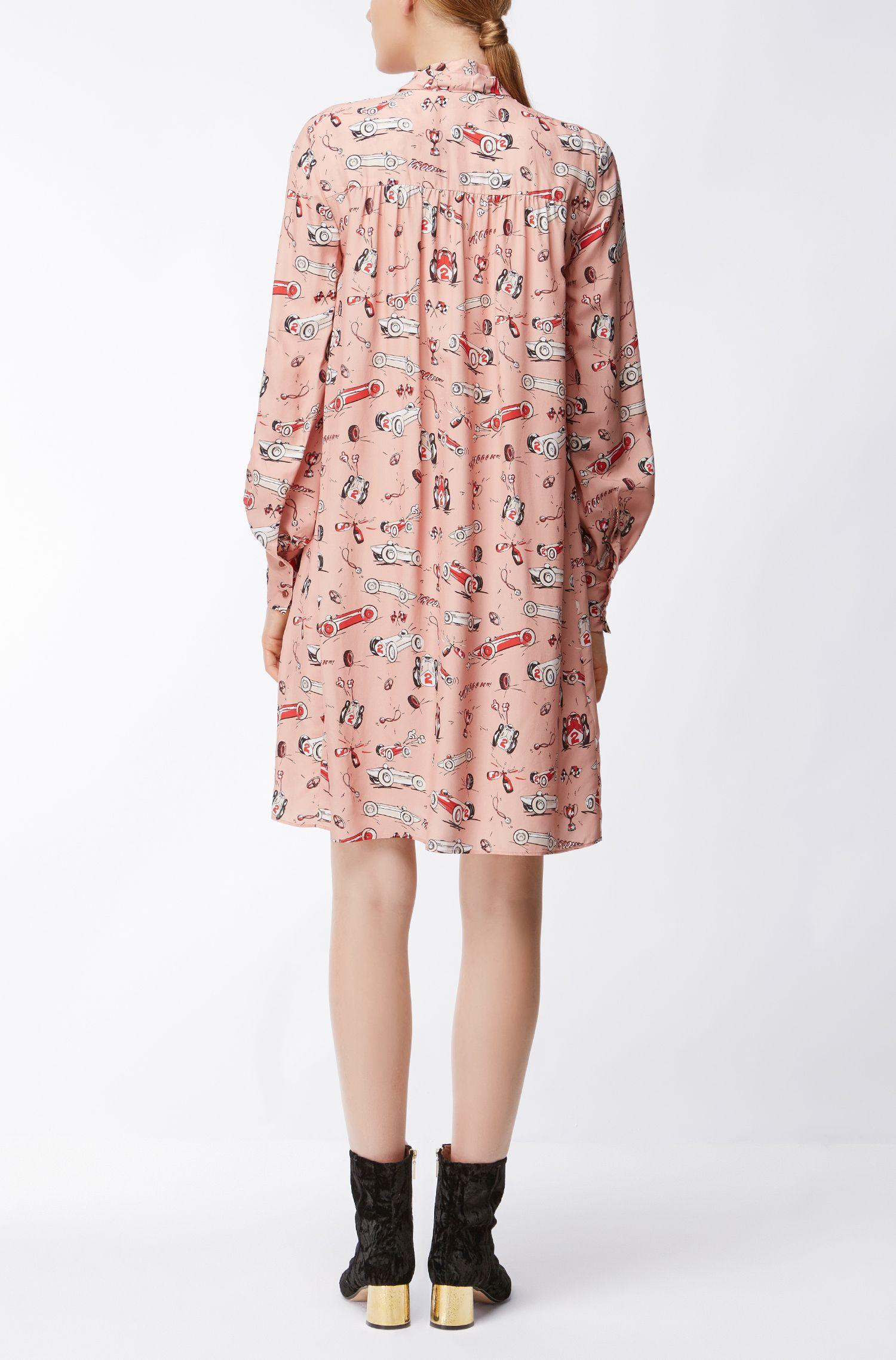 Langarm-Kleid aus Material-Mix mit Schluppe und Rennwagen-Print