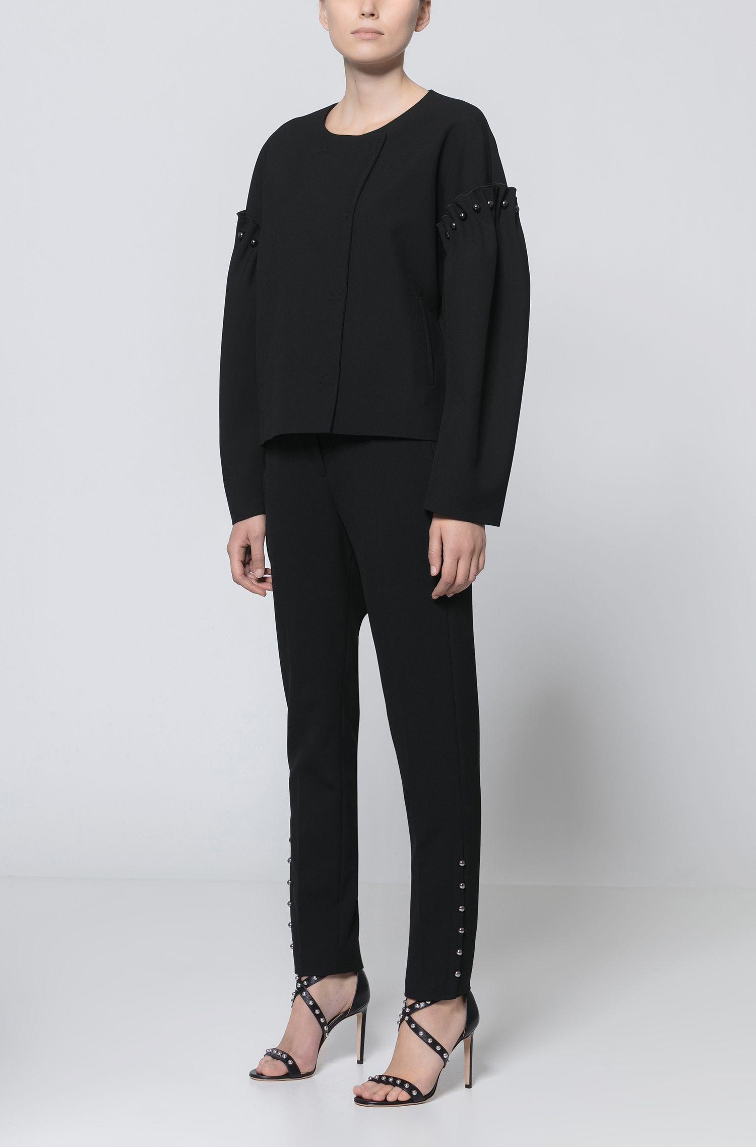 Verkürzte Slim-Fit Hose aus elastischem Material-Mix mit Baumwolle mit Perlen-Details