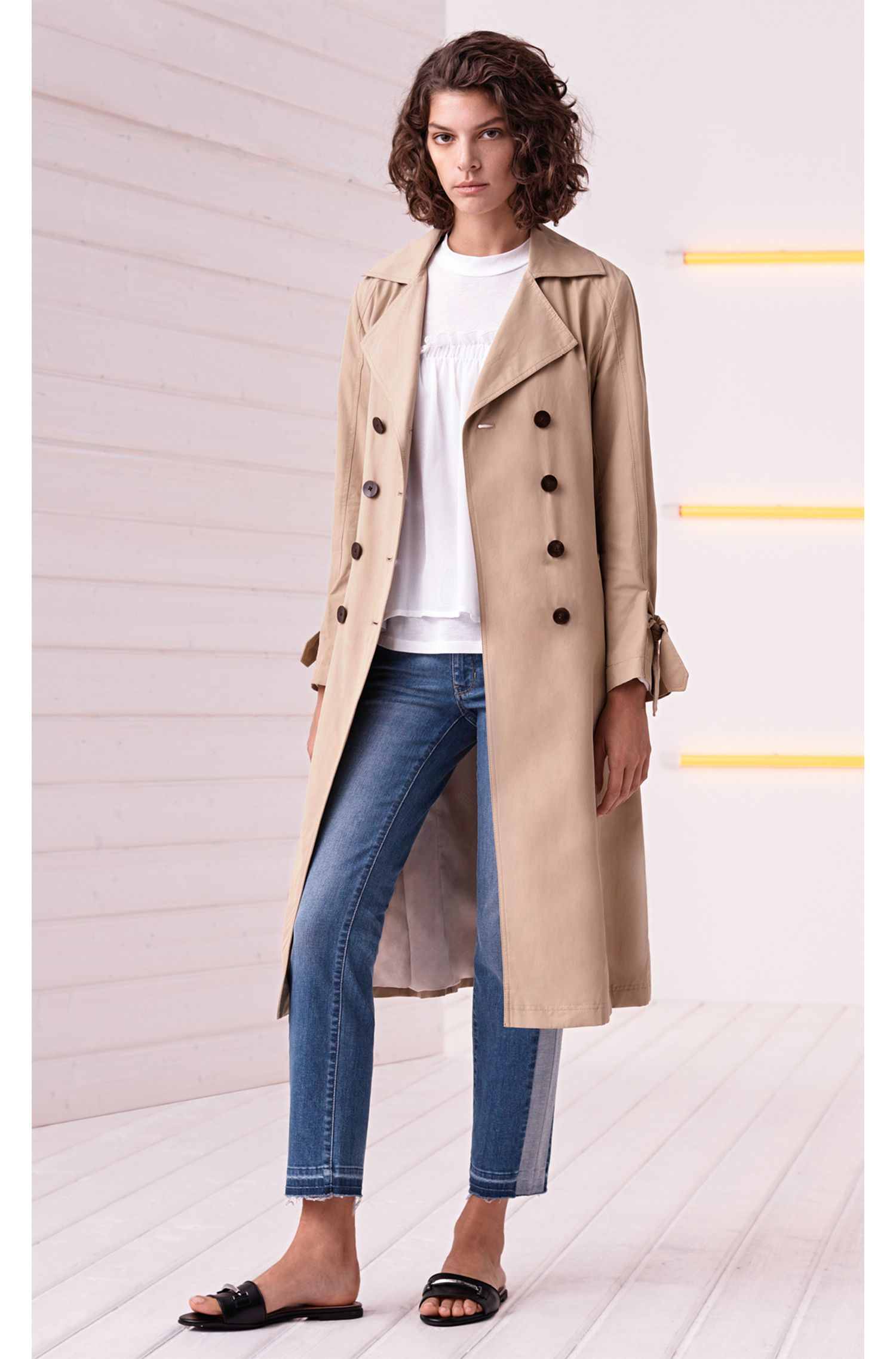Water-repellent trench coat with sleeve straps
