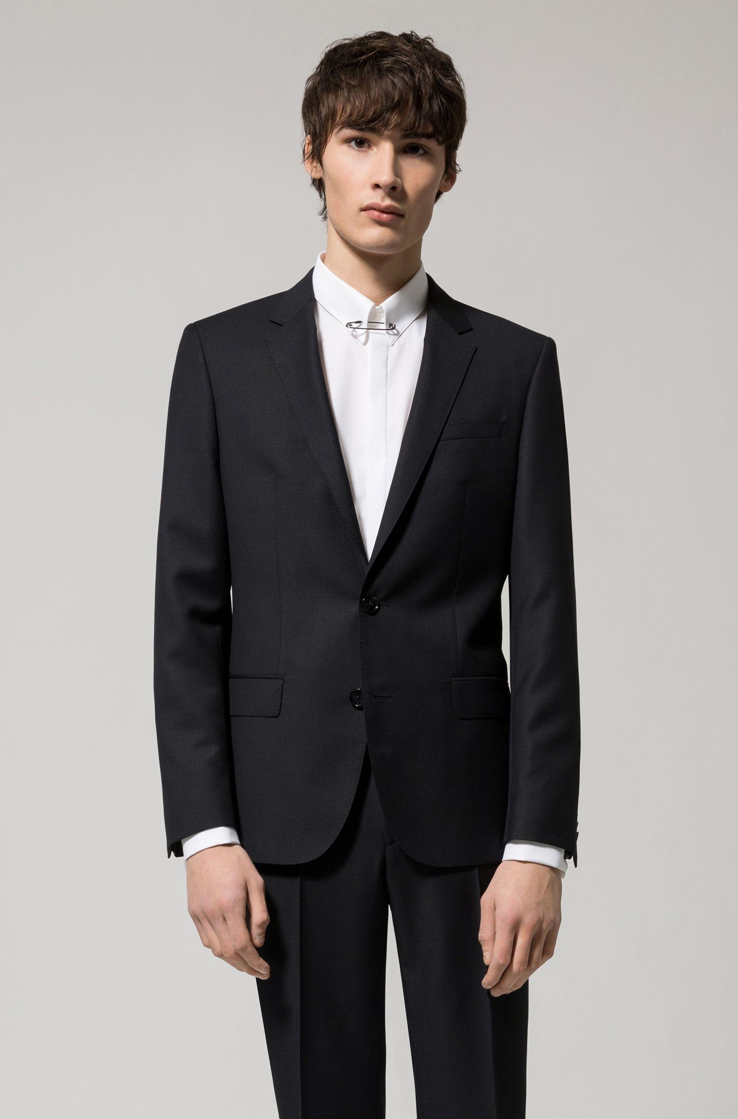 Camisa de algodón extra slim fit con imperdible en el cuello
