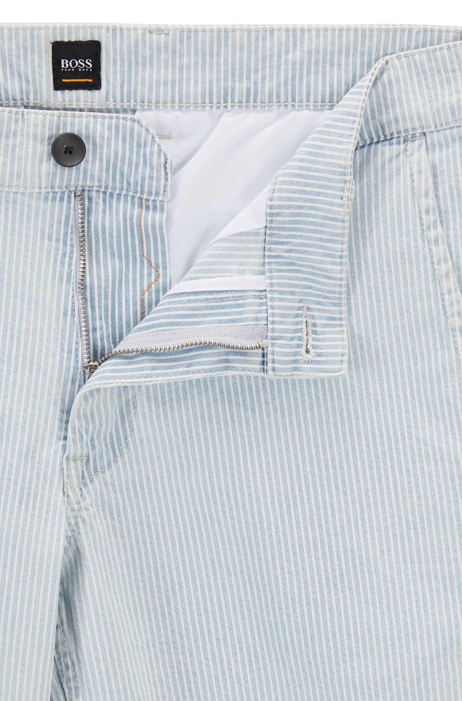 Shorts aus gebleichtem Stretch-Denim mit diagonalen Streifen