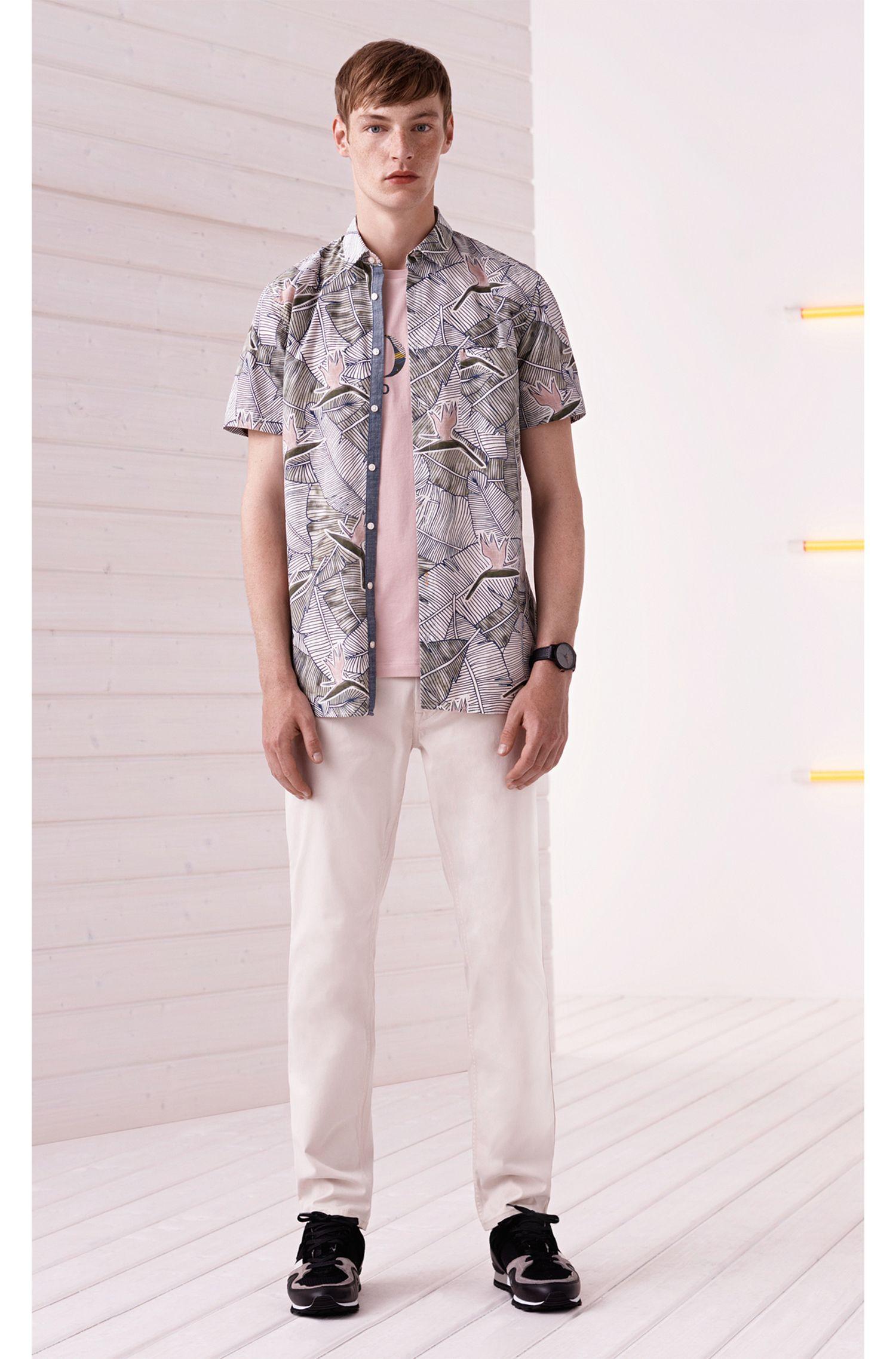 Camicia in cotone slim fit con stampa con uccelli del paradiso