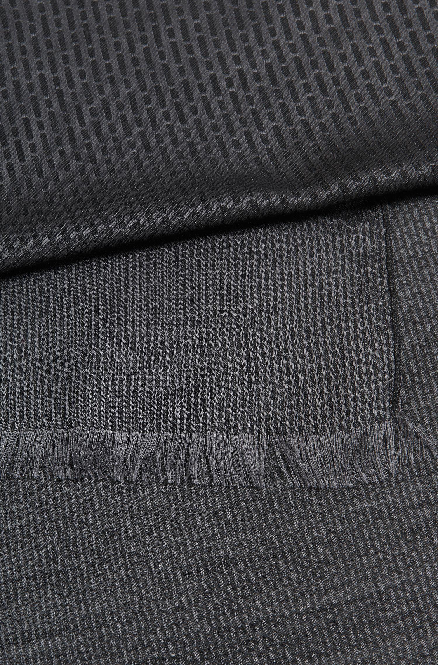 Sjaal in een jacquard van een lichte scheerwolmix, uit de Mercedes-Benz-collectie
