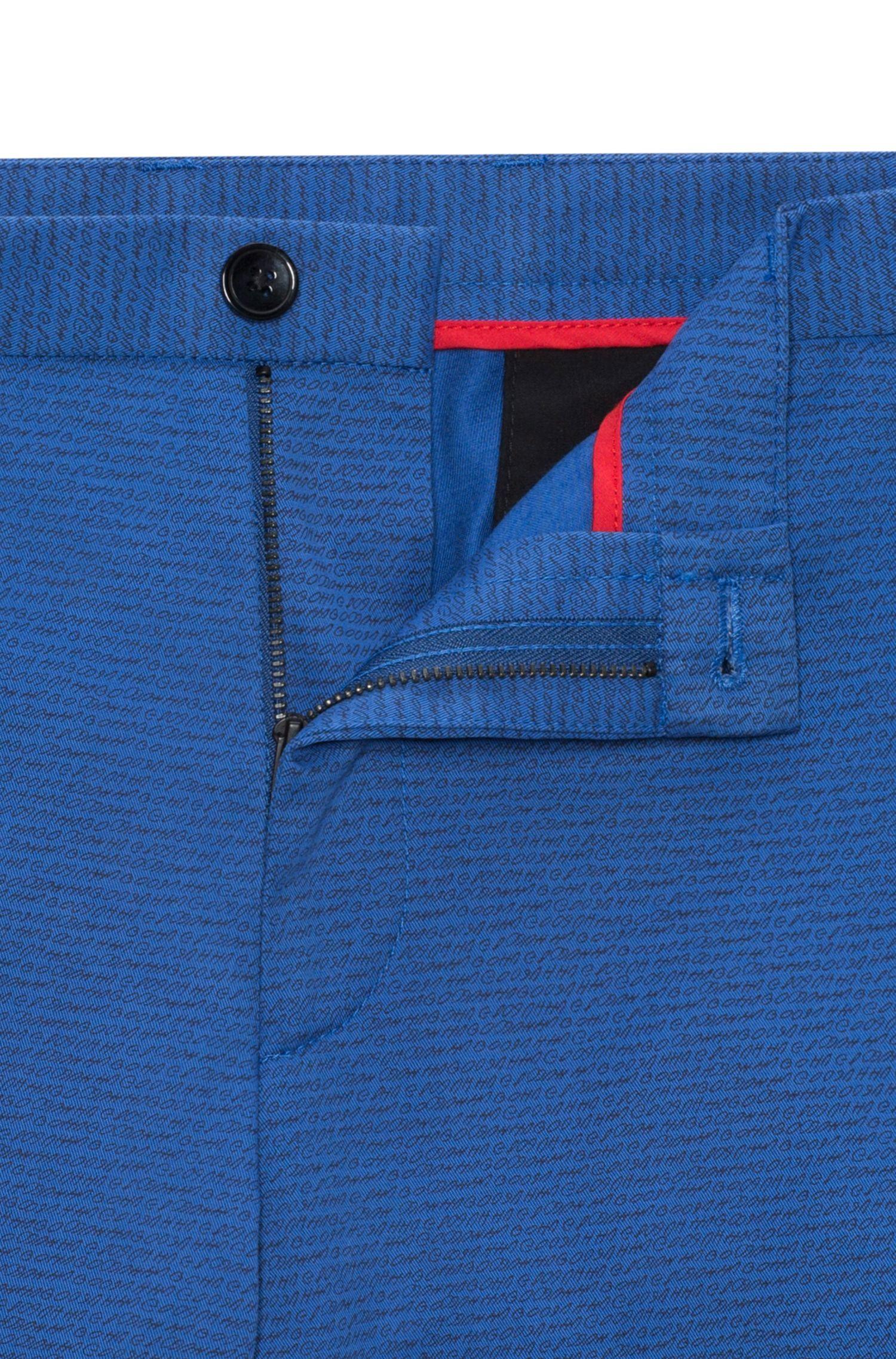 Short van stretchkatoen met smalle pijpen en handgeschreven logomotief