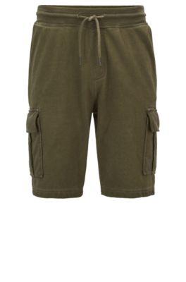 Shorts regular fit en felpa de rizo teñidos en prenda, Verde oscuro