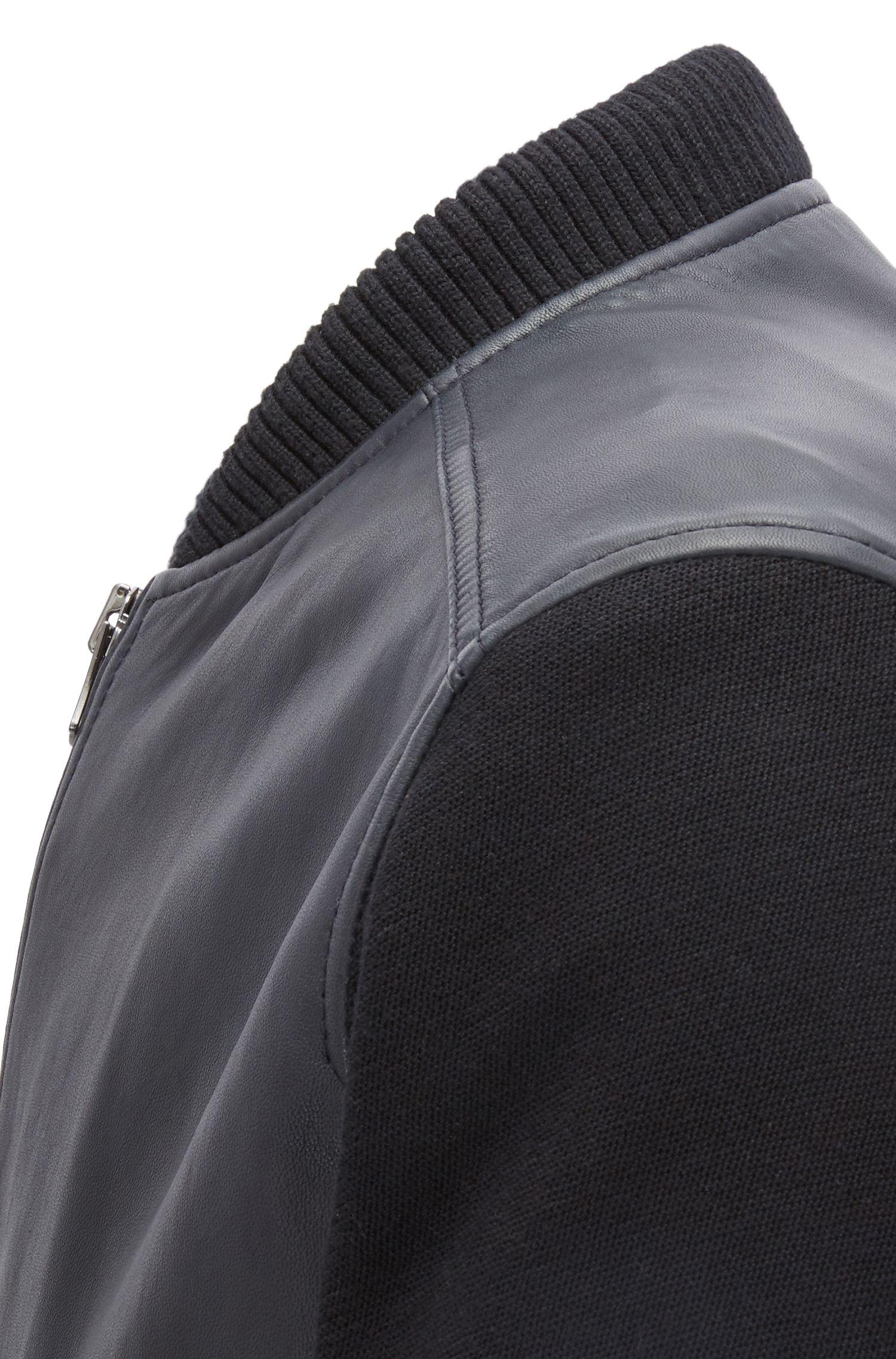 Bomberjacke aus Leder mit Strickärmeln
