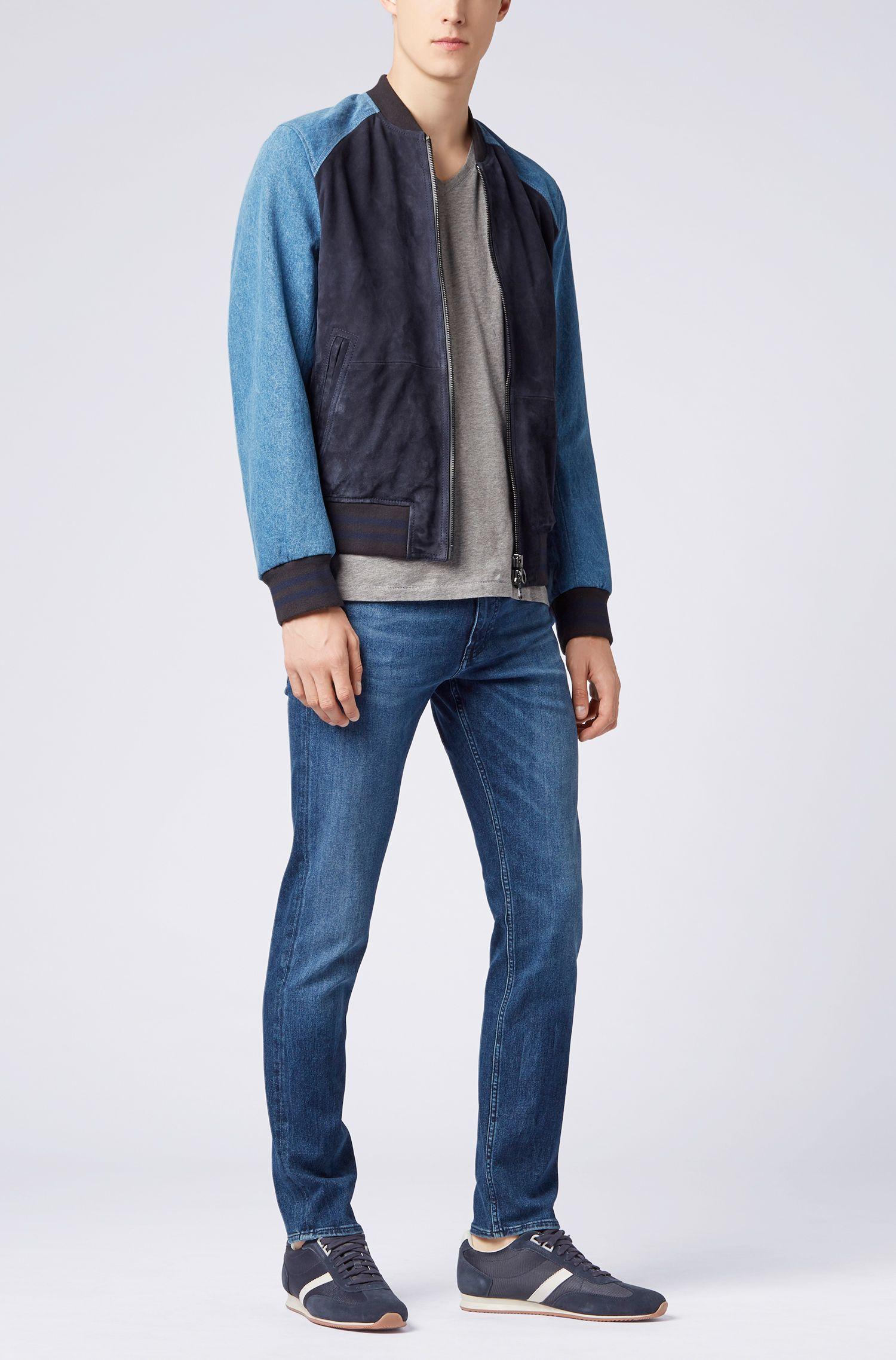 Regular-Fit T-Shirt aus Baumwolle mit V-Ausschnitt, Hellgrau