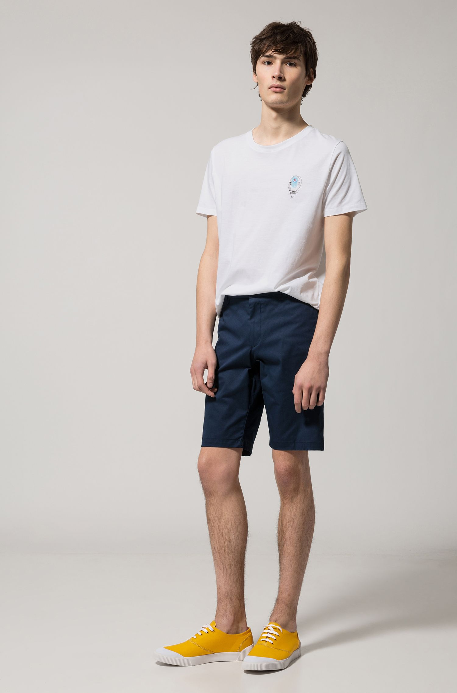 Short sans pinces en micro-gabardine stretch