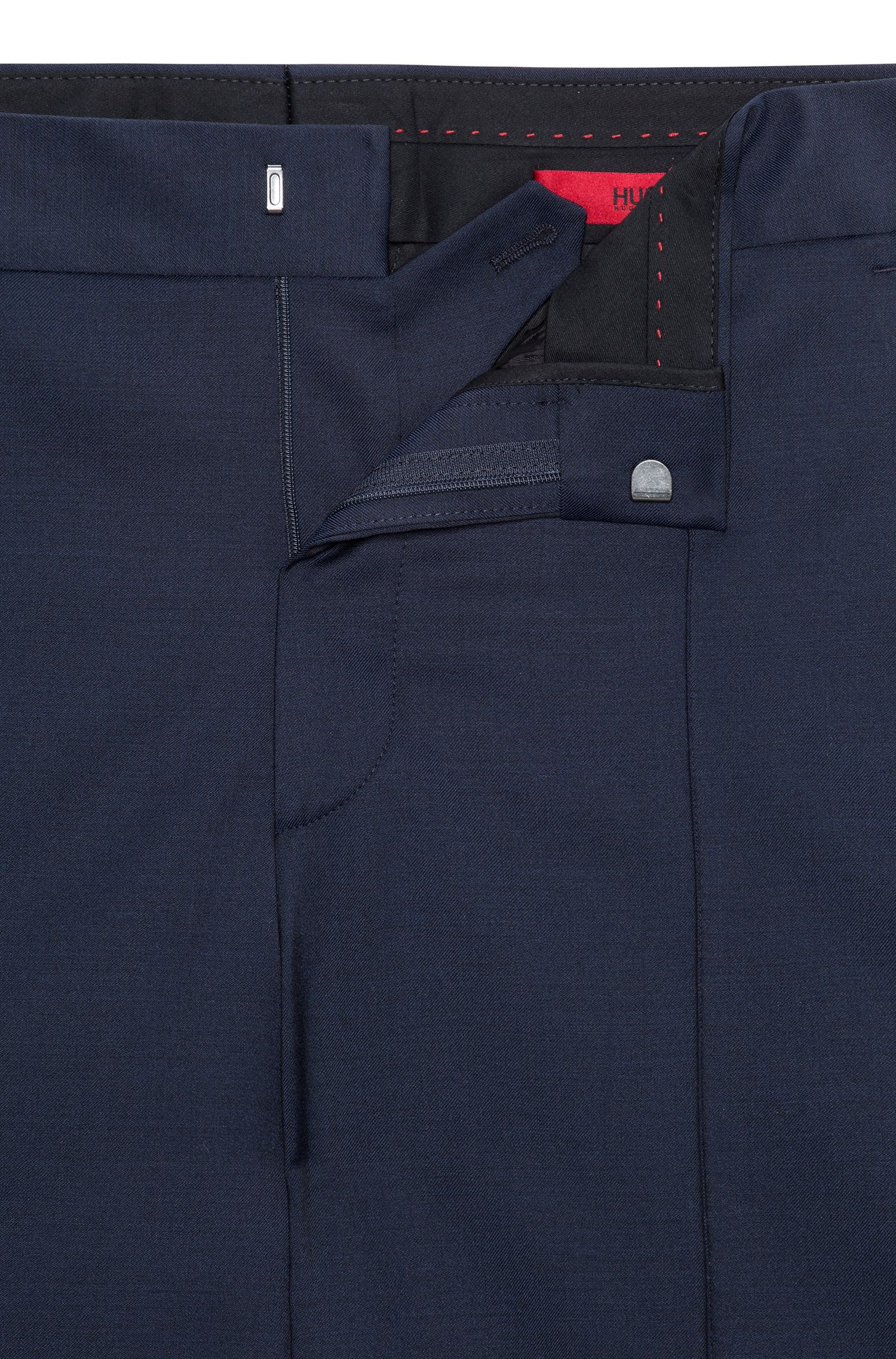 Oversized Hose aus Schurwolle mit kontrastfarbenem Seiden-Streifen