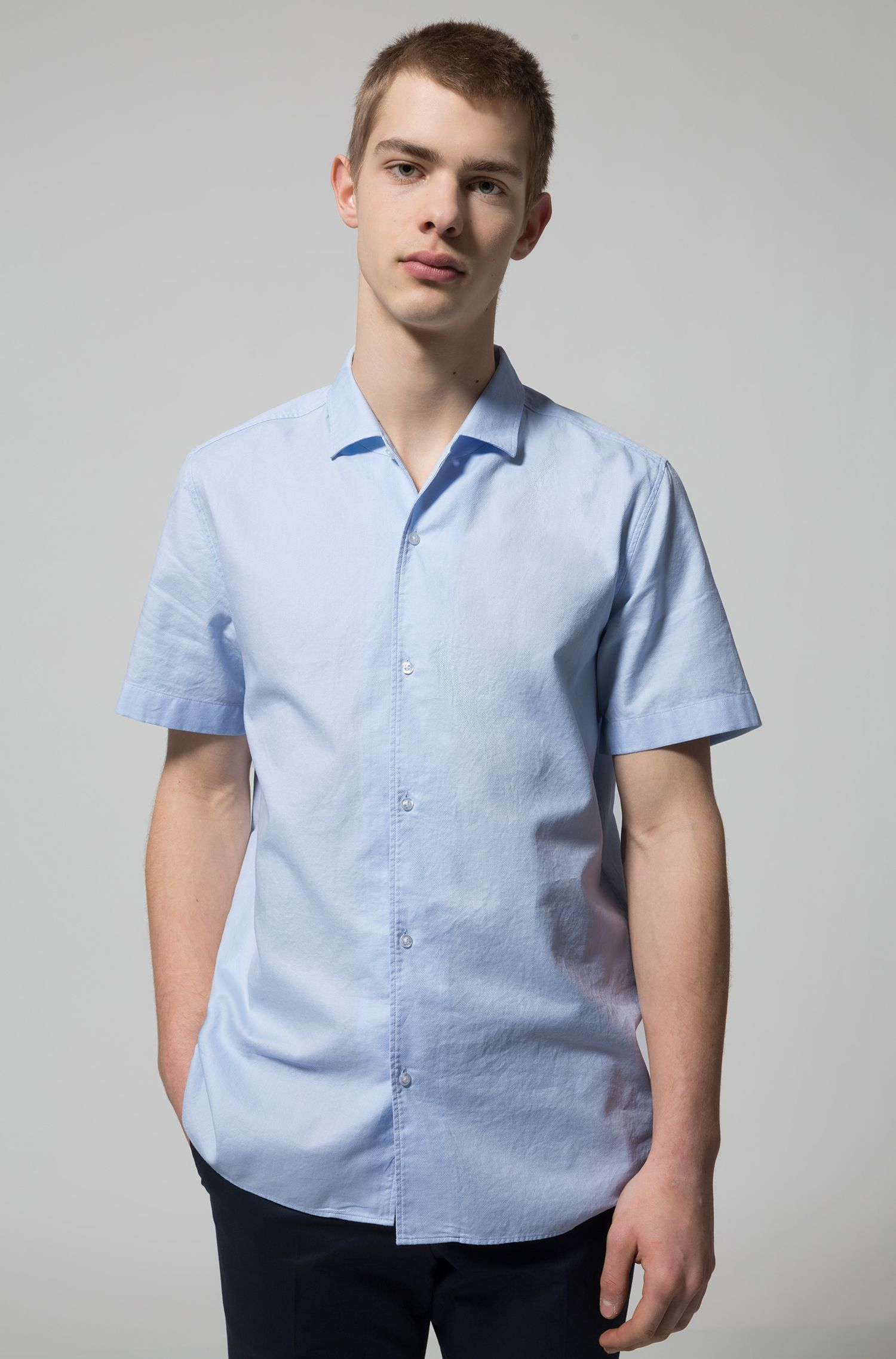 Regular-fit short-sleeved shirt in structured cotton