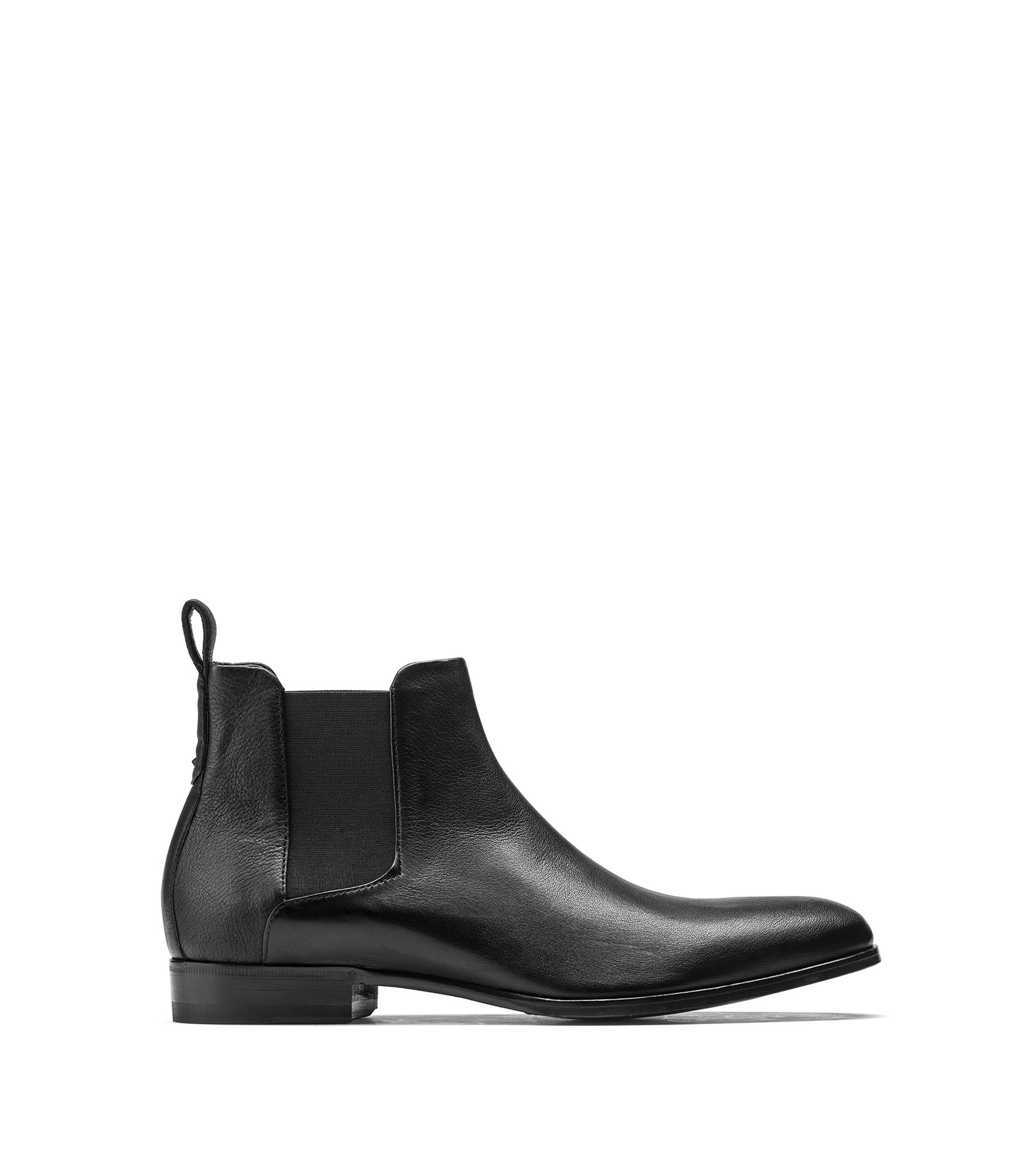 Chelsea boots in grained leather with a distinctive heel, Black