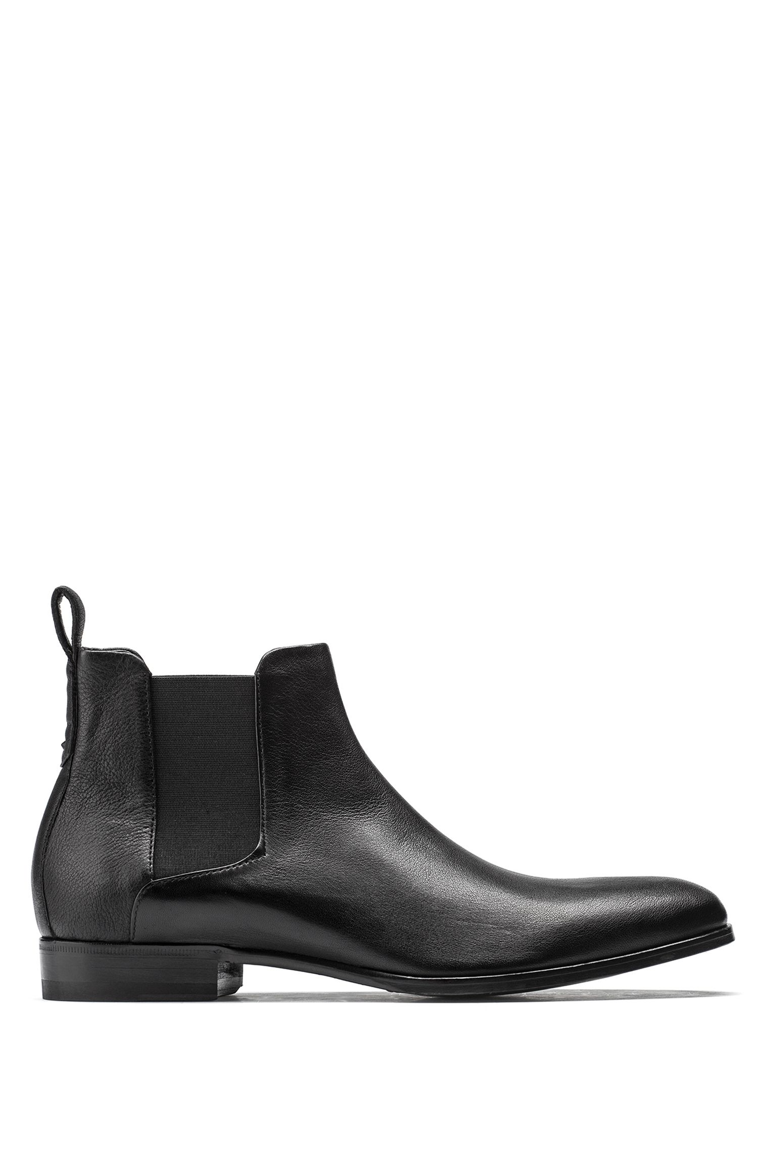 Chelsea boots in grained leather with a distinctive heel