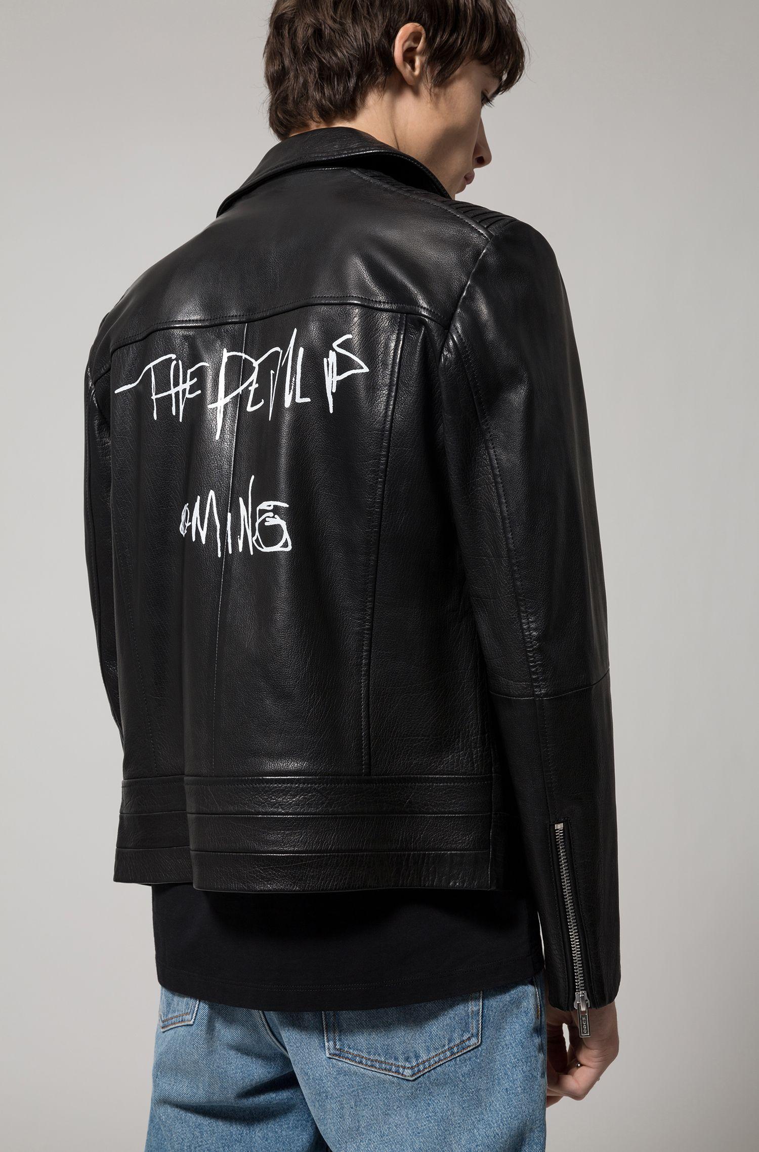 Blouson de motard asymétrique en cuir de buffle nappa avec imprimé graffiti