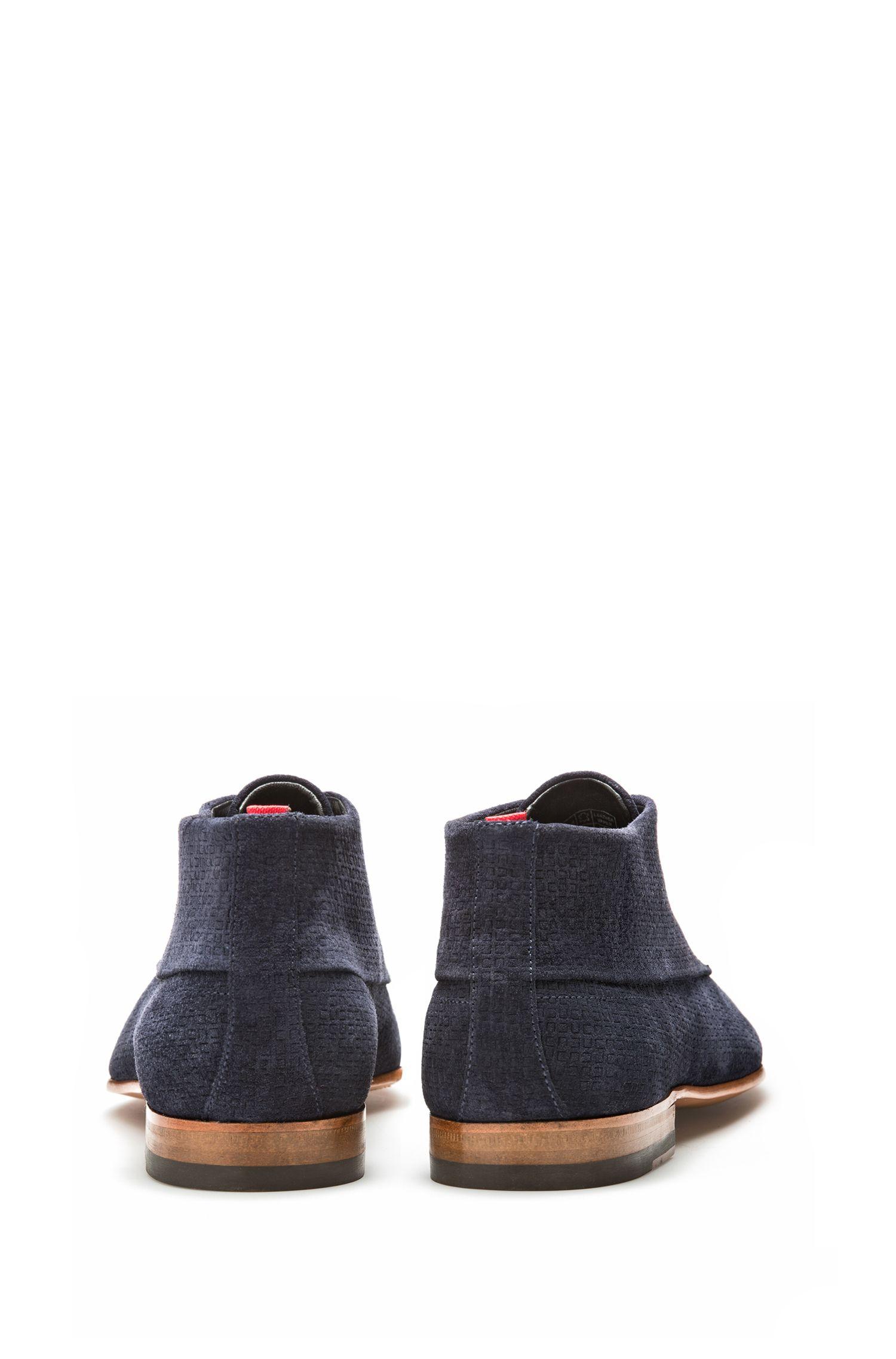 Desert boot con tomaia in pelle scamosciata stampata