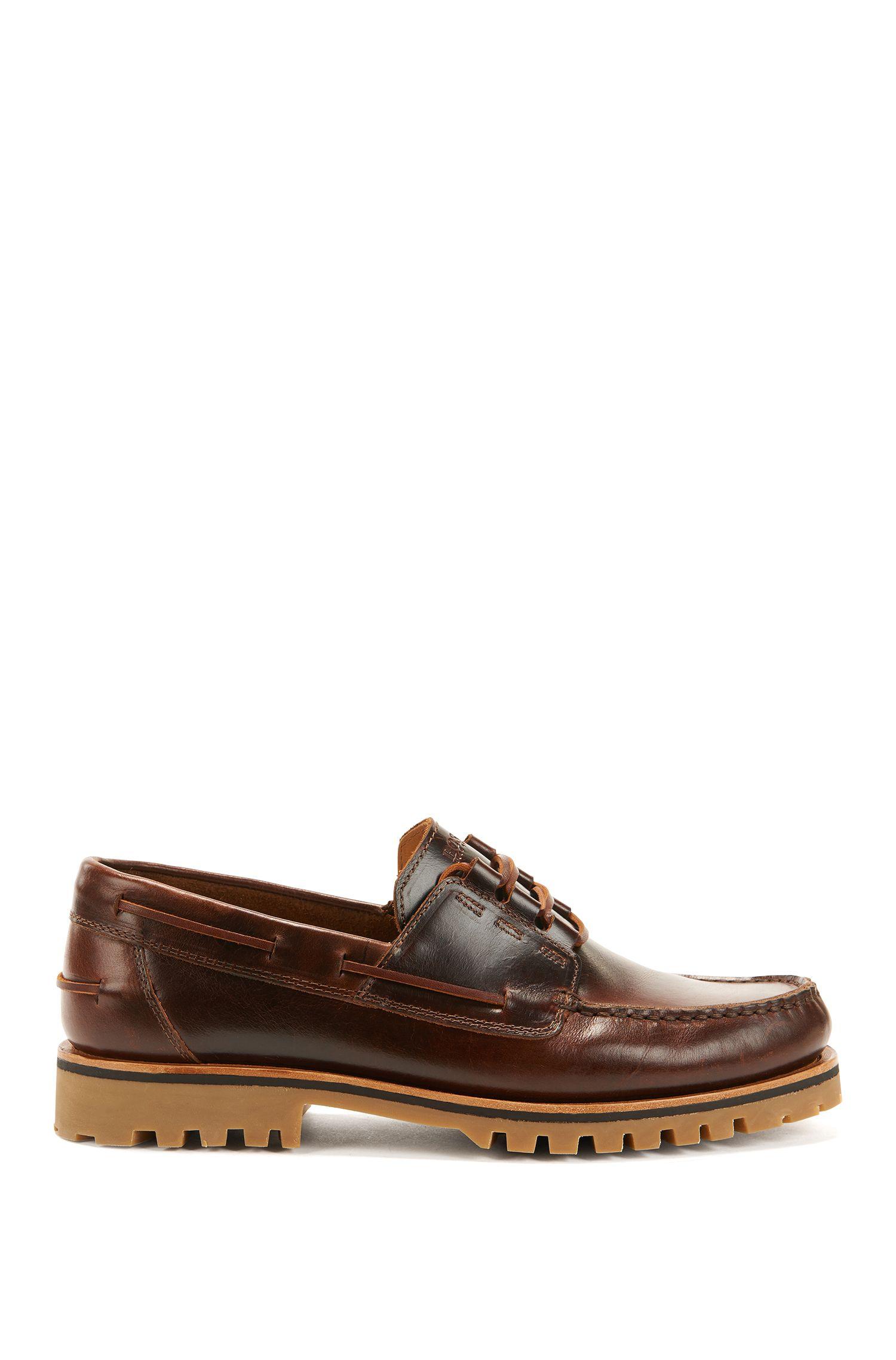 Chaussures bateau en cuir à semelle crantée et surpiqûres ton sur ton