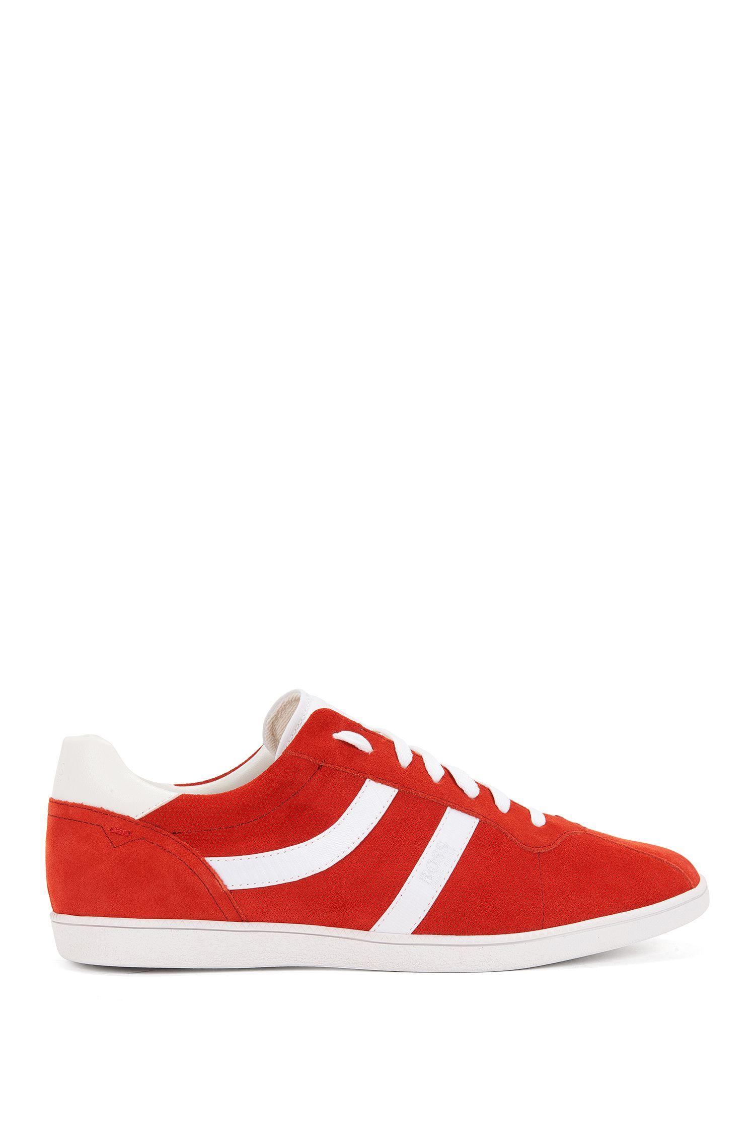 Sneakers low-top in pelle scamosciata liscia e traforata