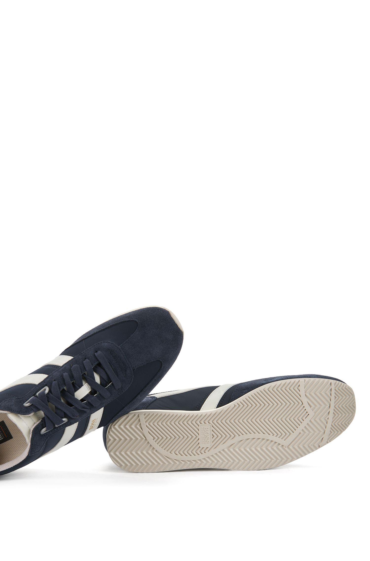Baskets à lacets avec revêtements en daim