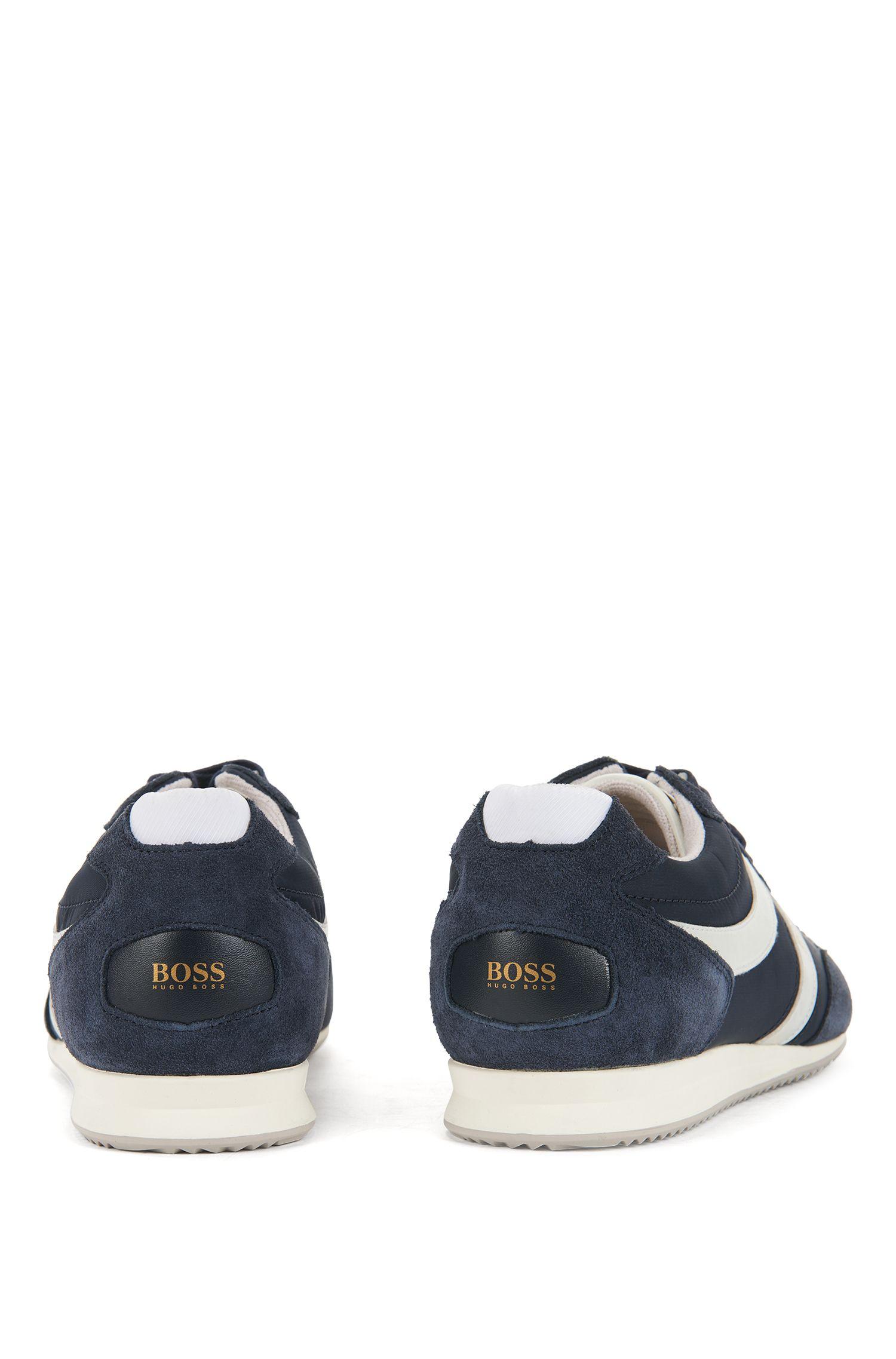Sneakers stringate con rivestimenti in pelle scamosciata