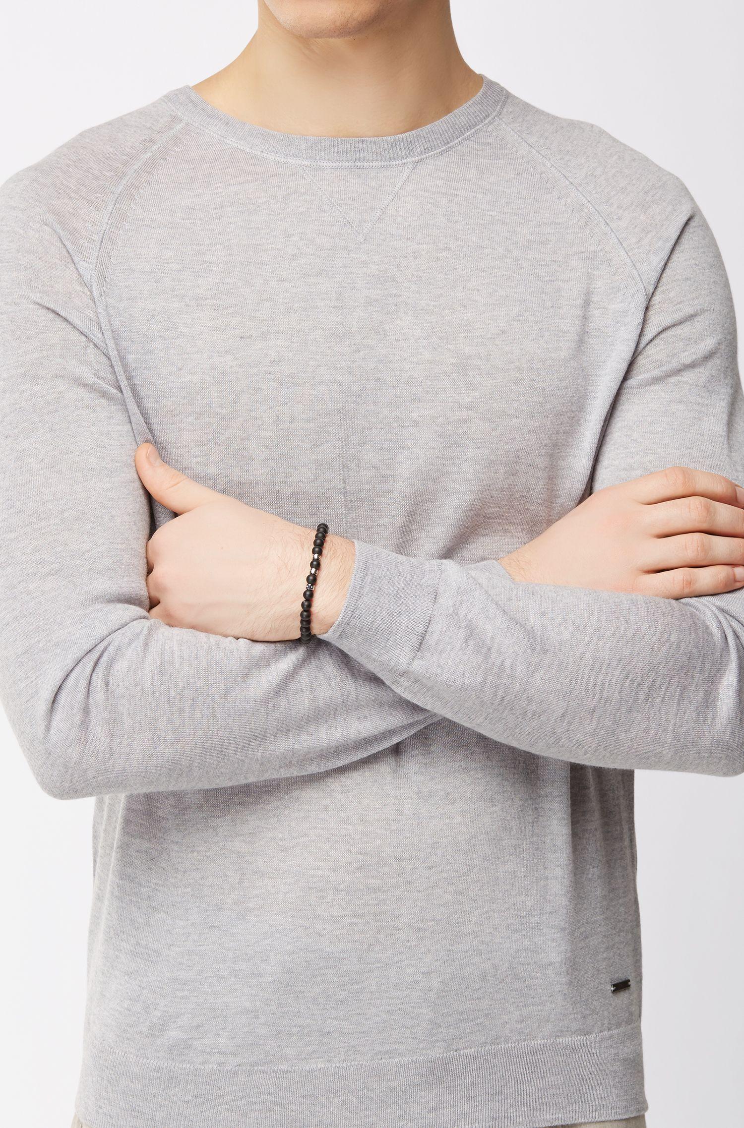 Armband mit Achaten und Metallperlen mit Logo-Schriftzug