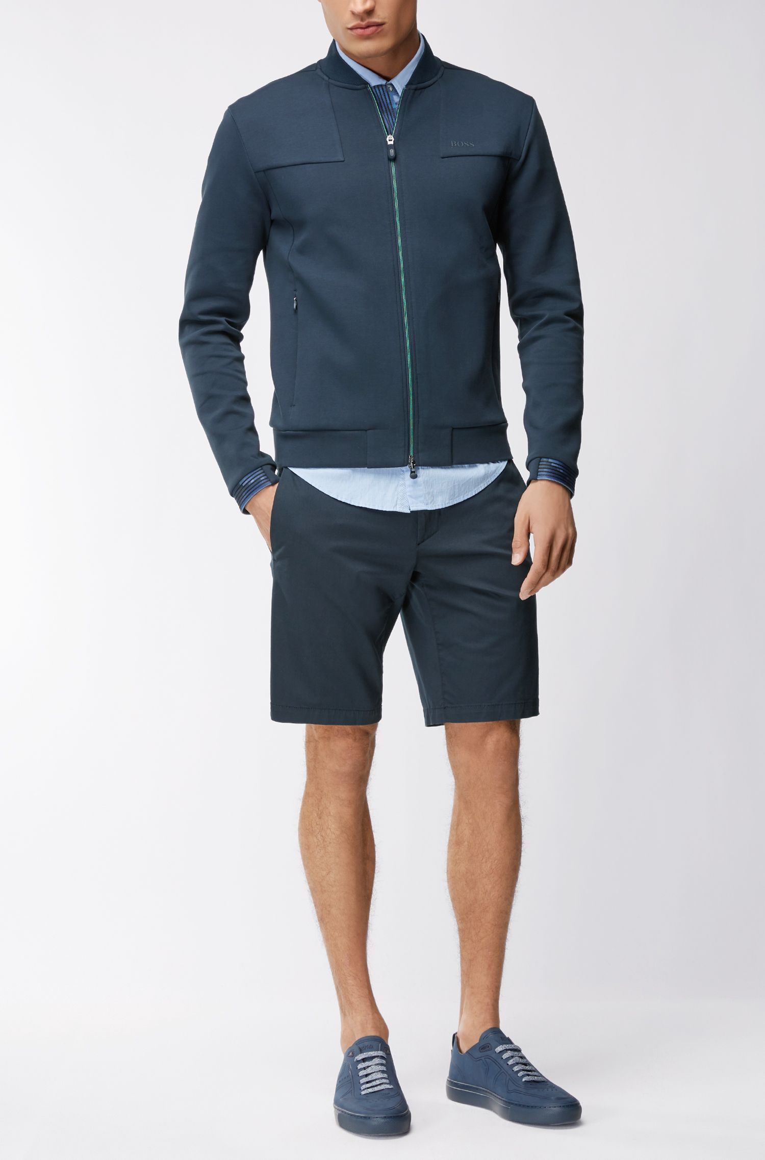 Shorts slim fit en satén elástico