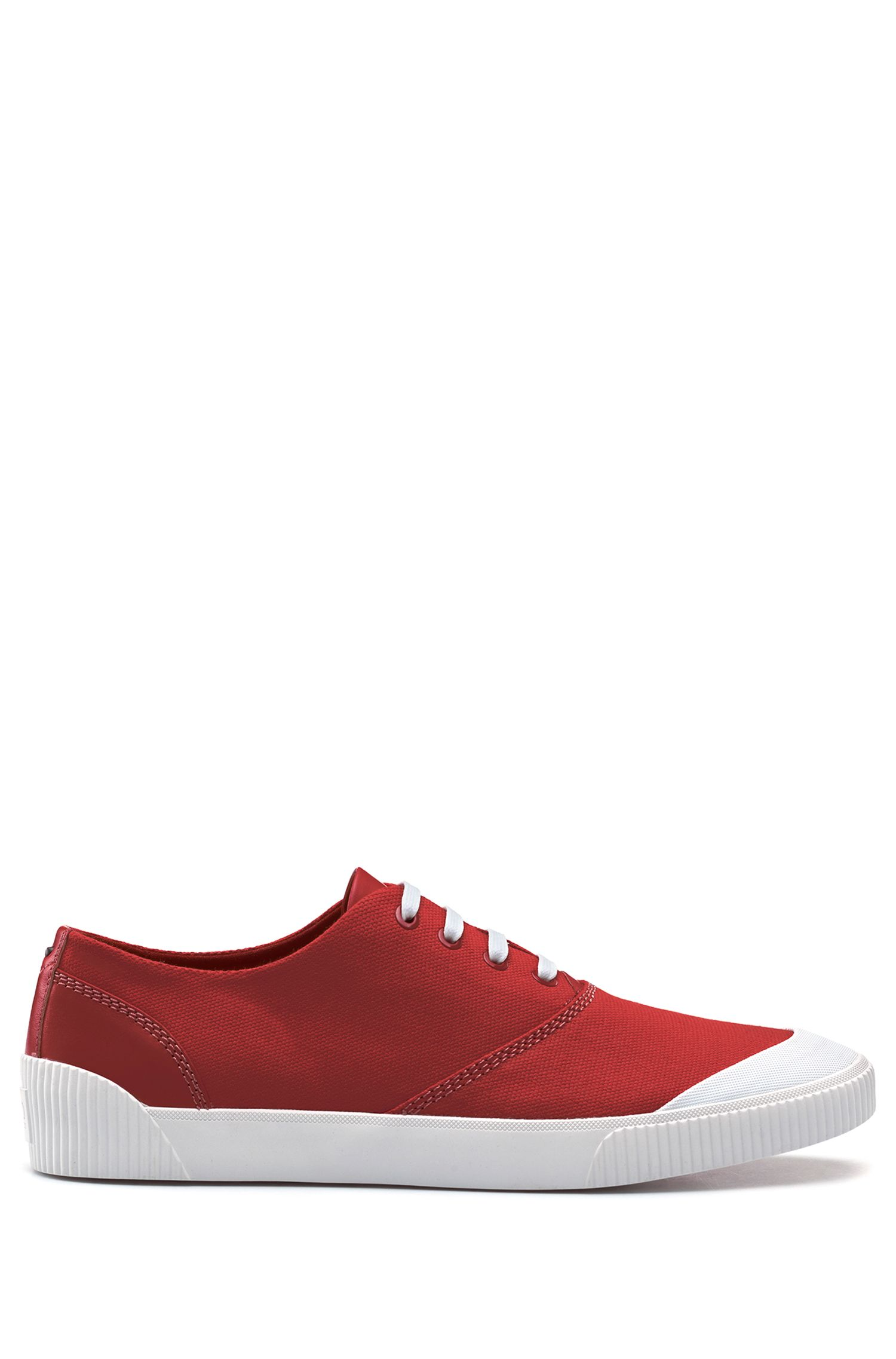 Tennis-Sneakers aus Material-Mix