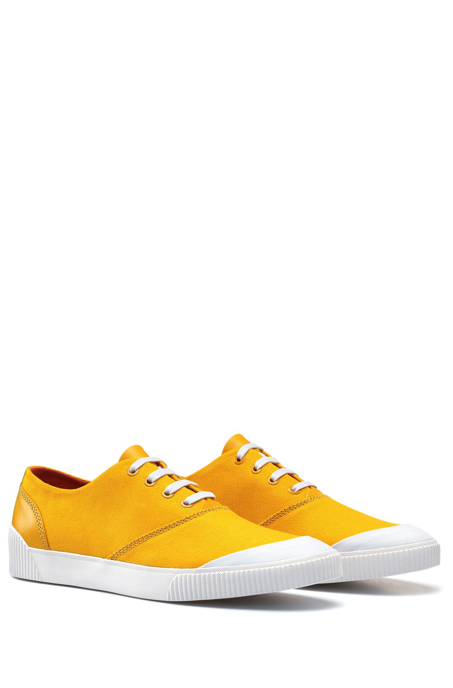 Tennisschoenen van technisch materiaal met vetersluiting