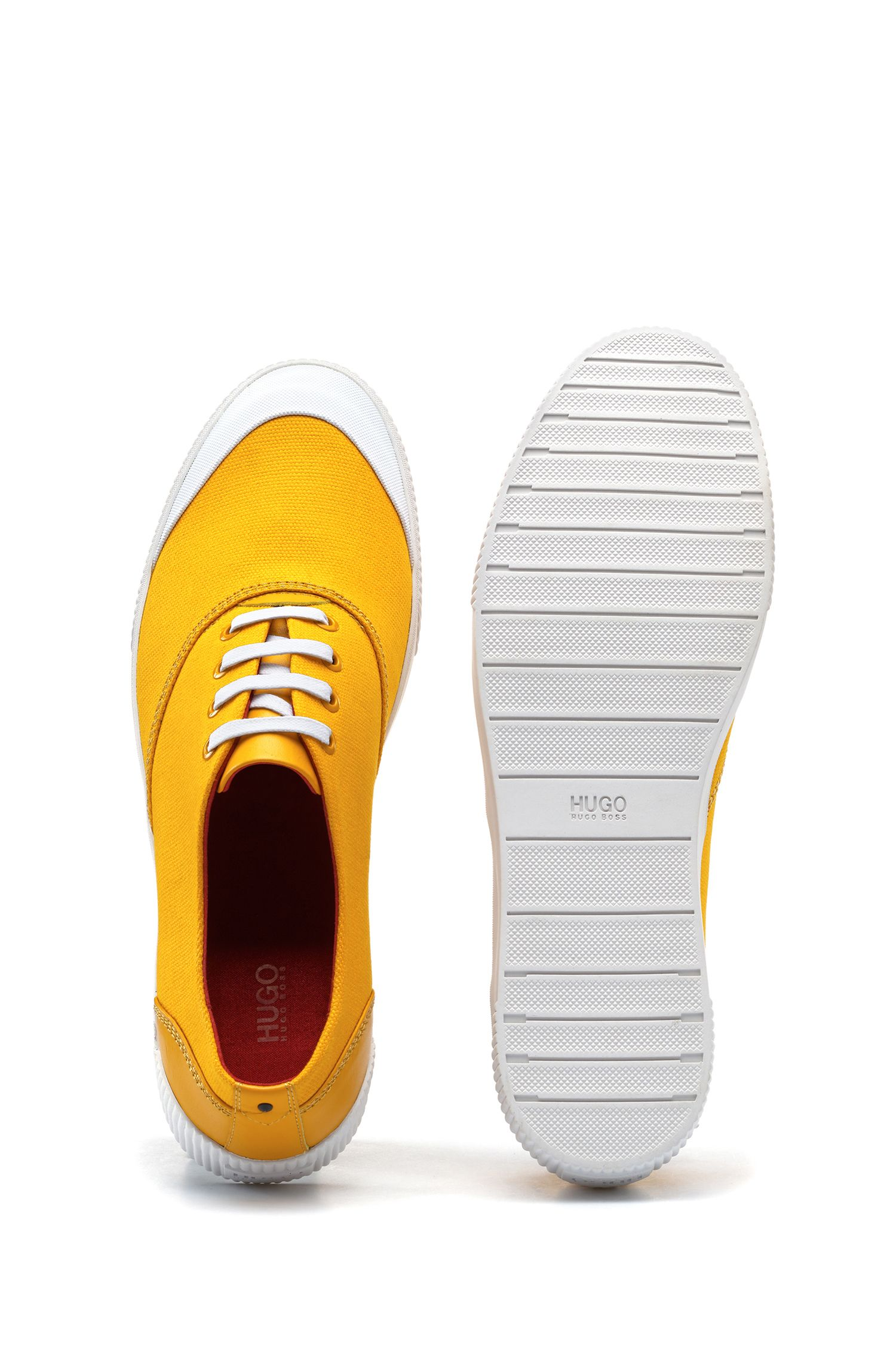 Tennis-Sneakers aus Material-Mix
