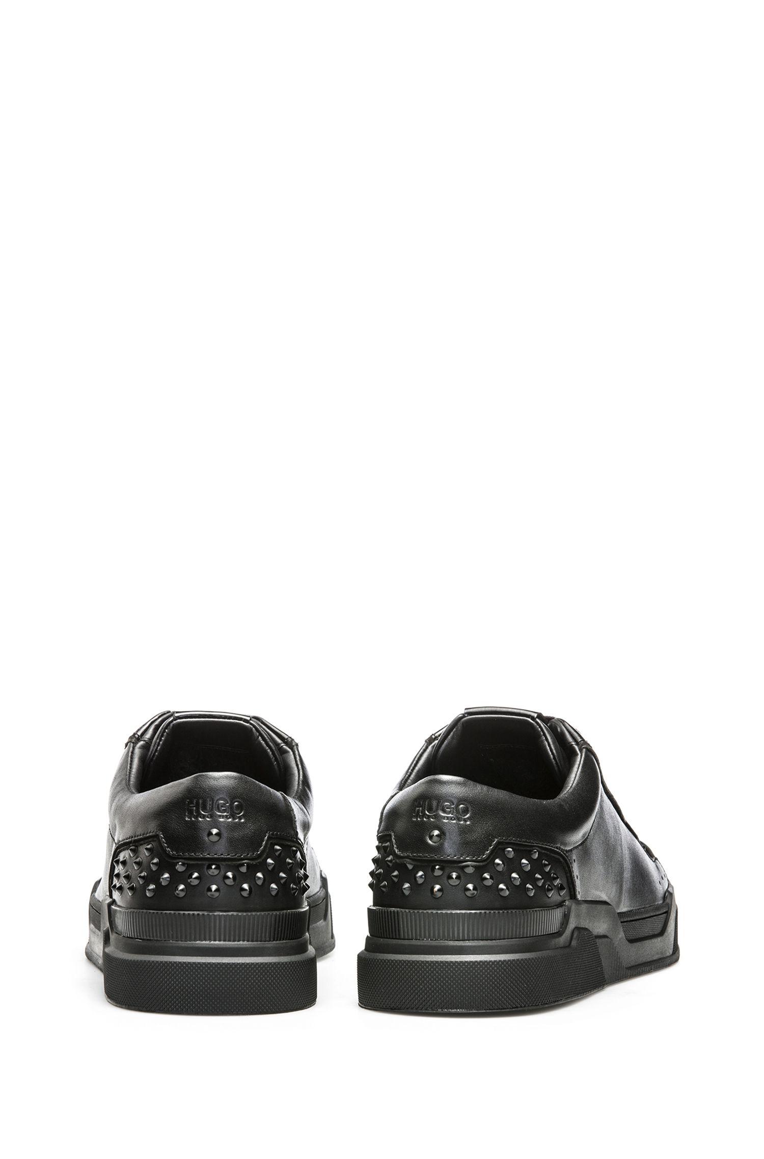 Sneakers in pelle di vitello con borchie decorative