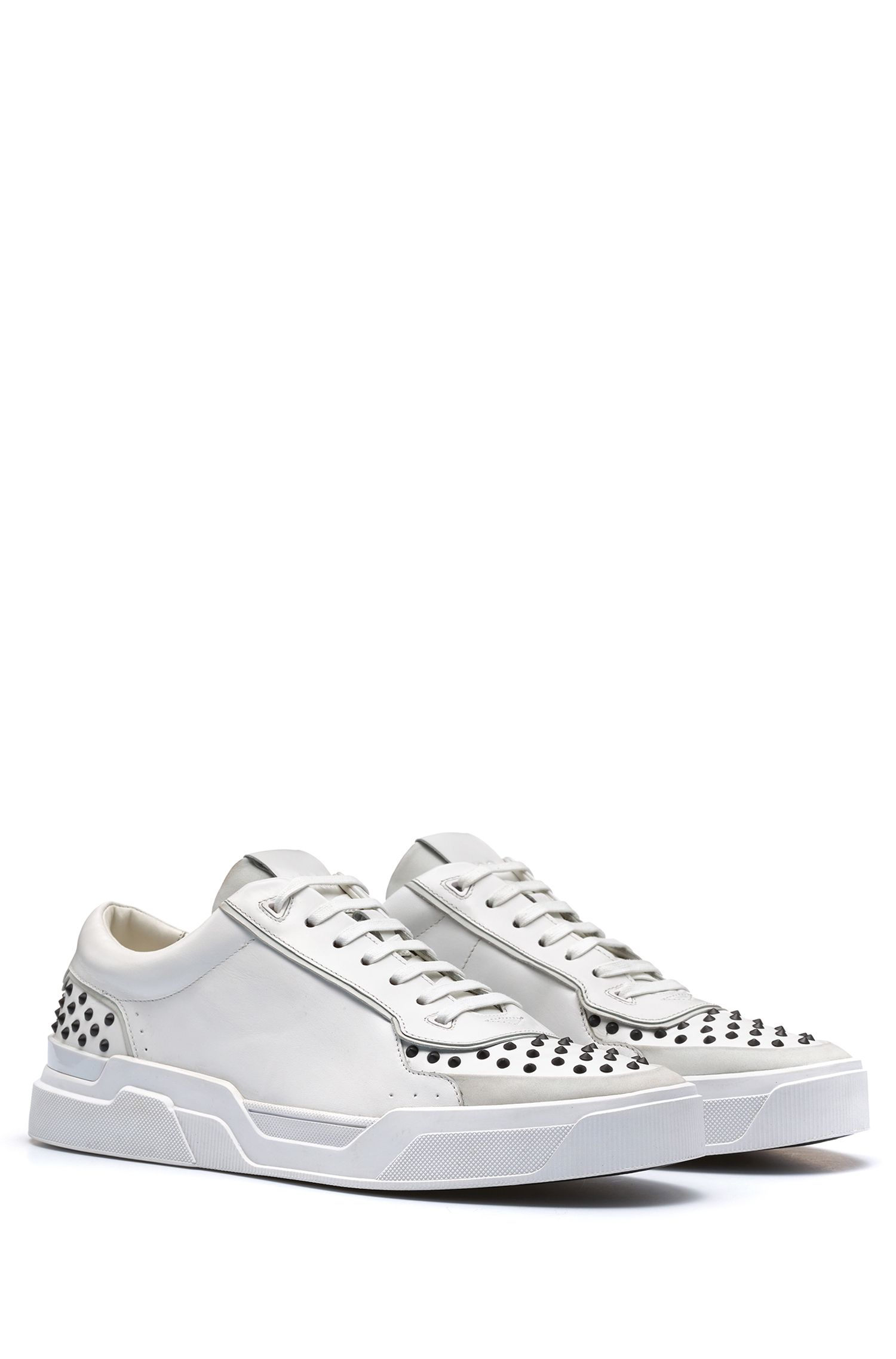 Sneakers in pelle di vitello con borchie decorative