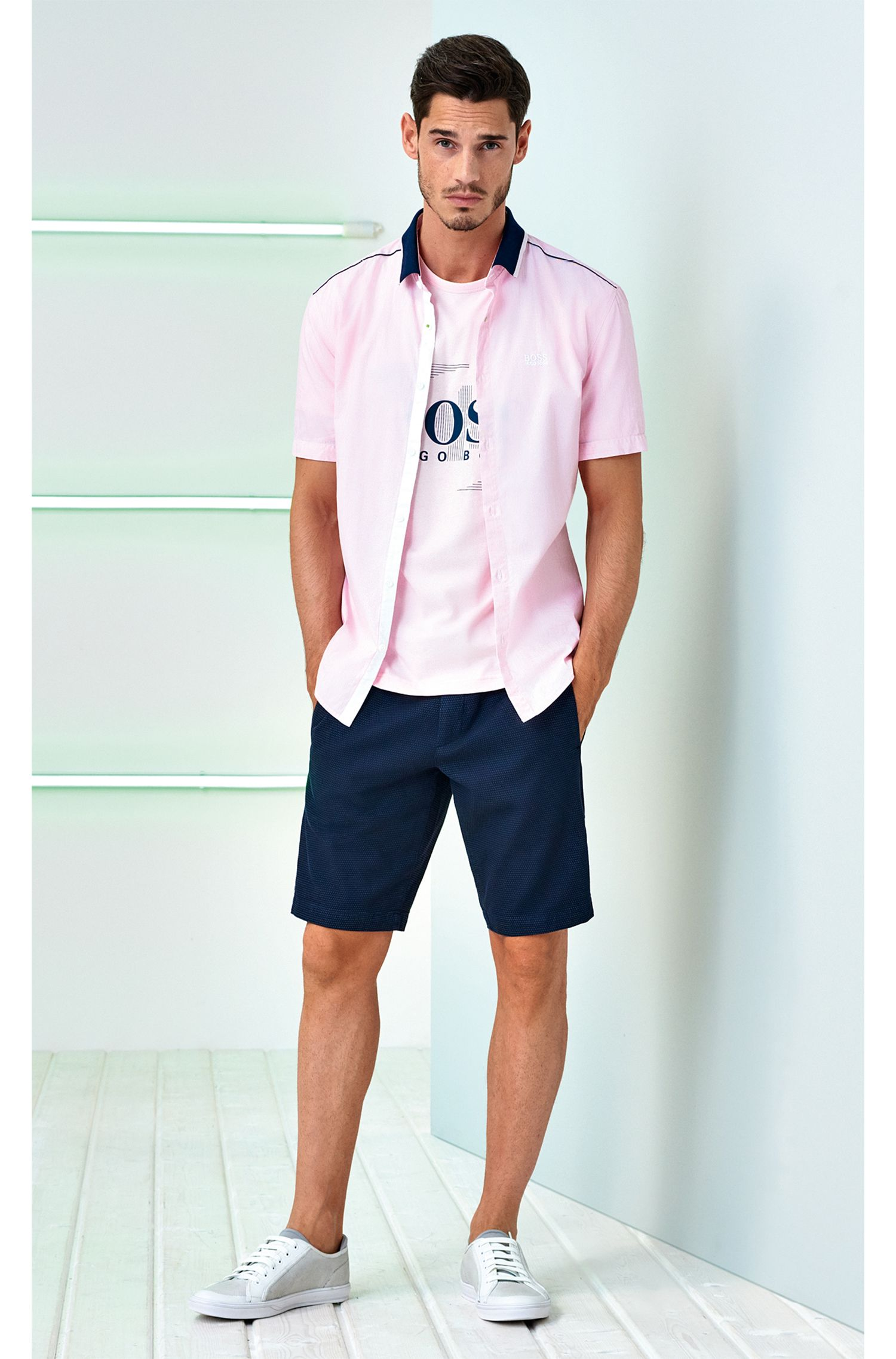 Shorts in micro-structured stretch cotton