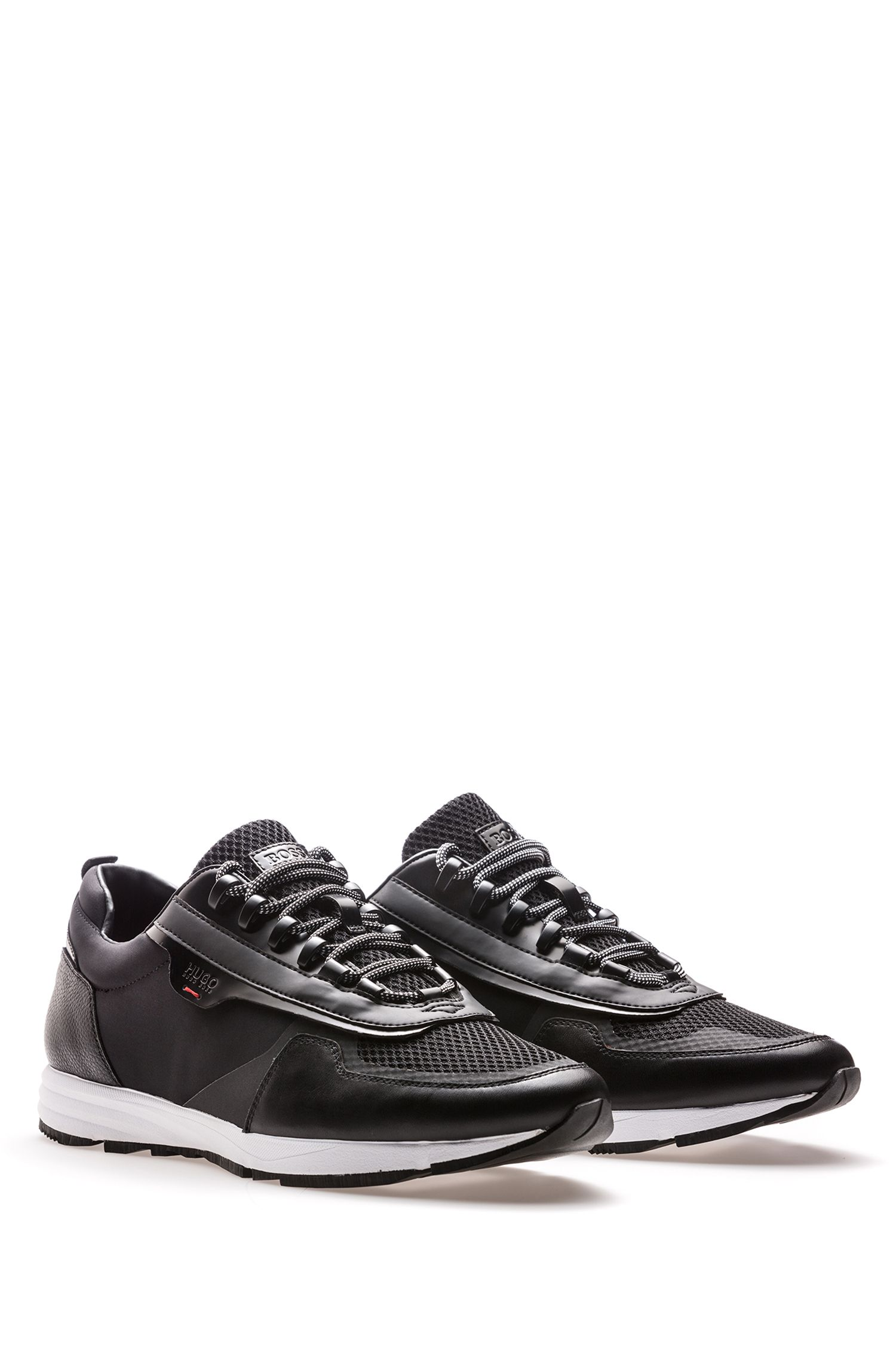 Sneakers stile runner stringate con tomaia ibrida