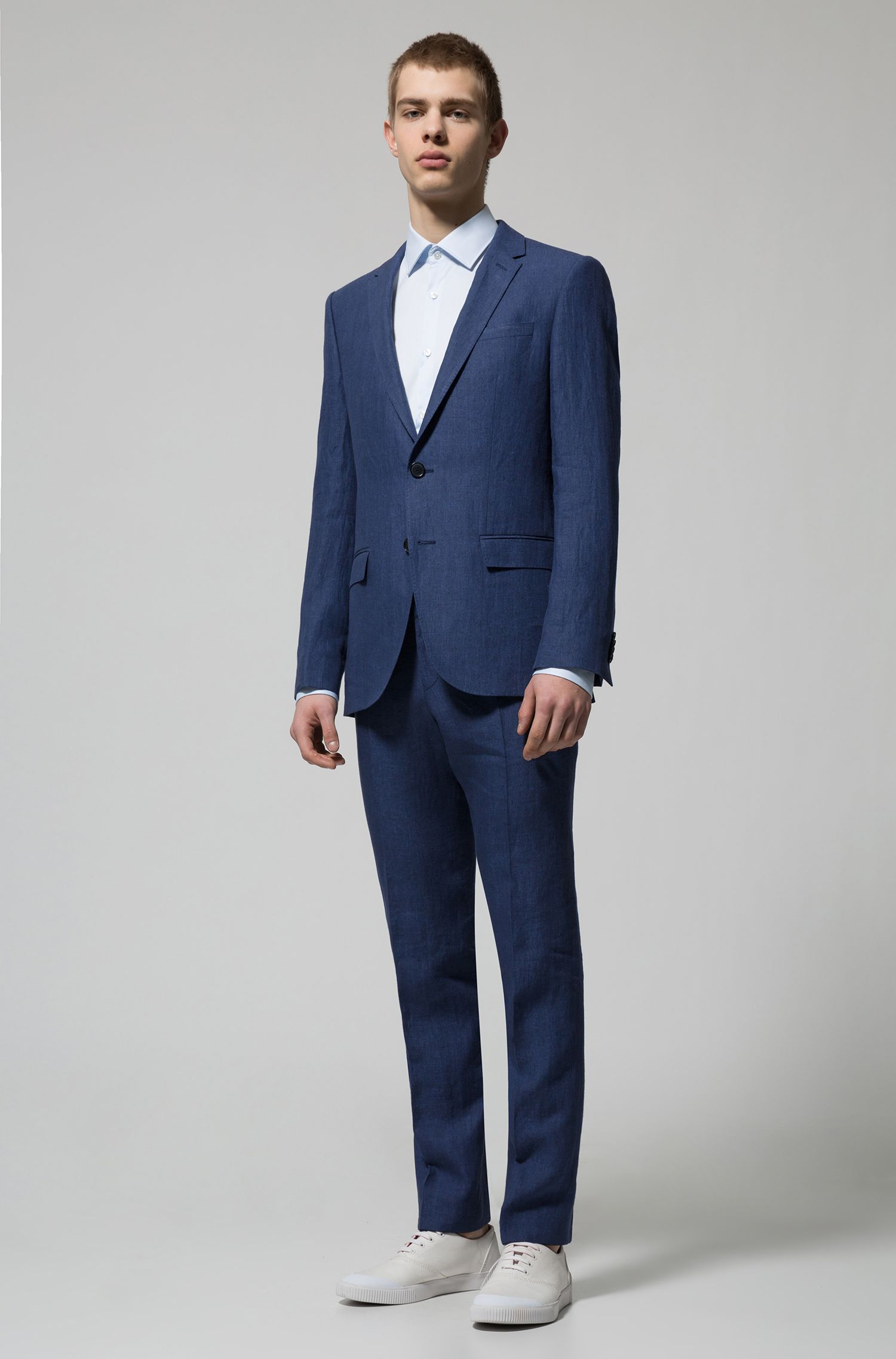 Linen two-piece suit in a slim fit