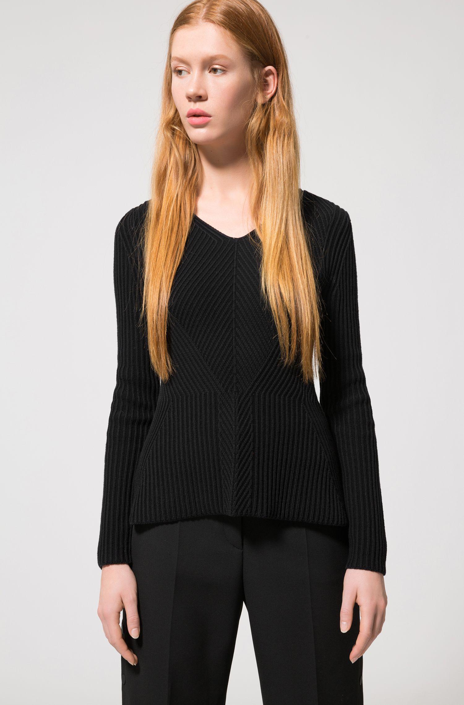 Gerippter Pullover aus Baumwoll-Mix mit V-Ausschnitt und Schößchen