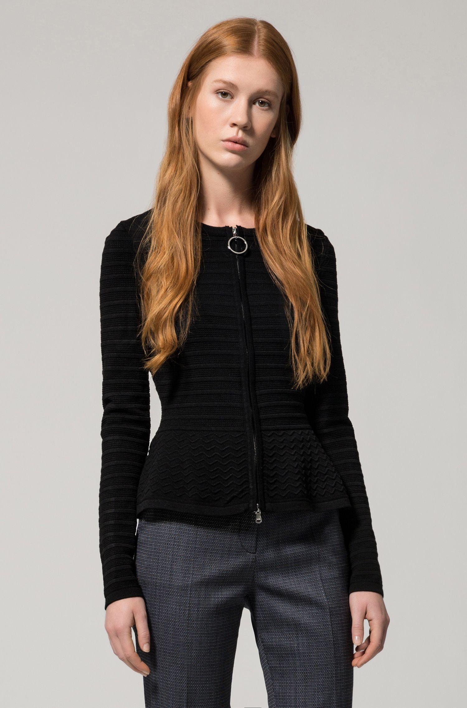 Giacca in maglia slim fit con lavorazioni miste in 3D
