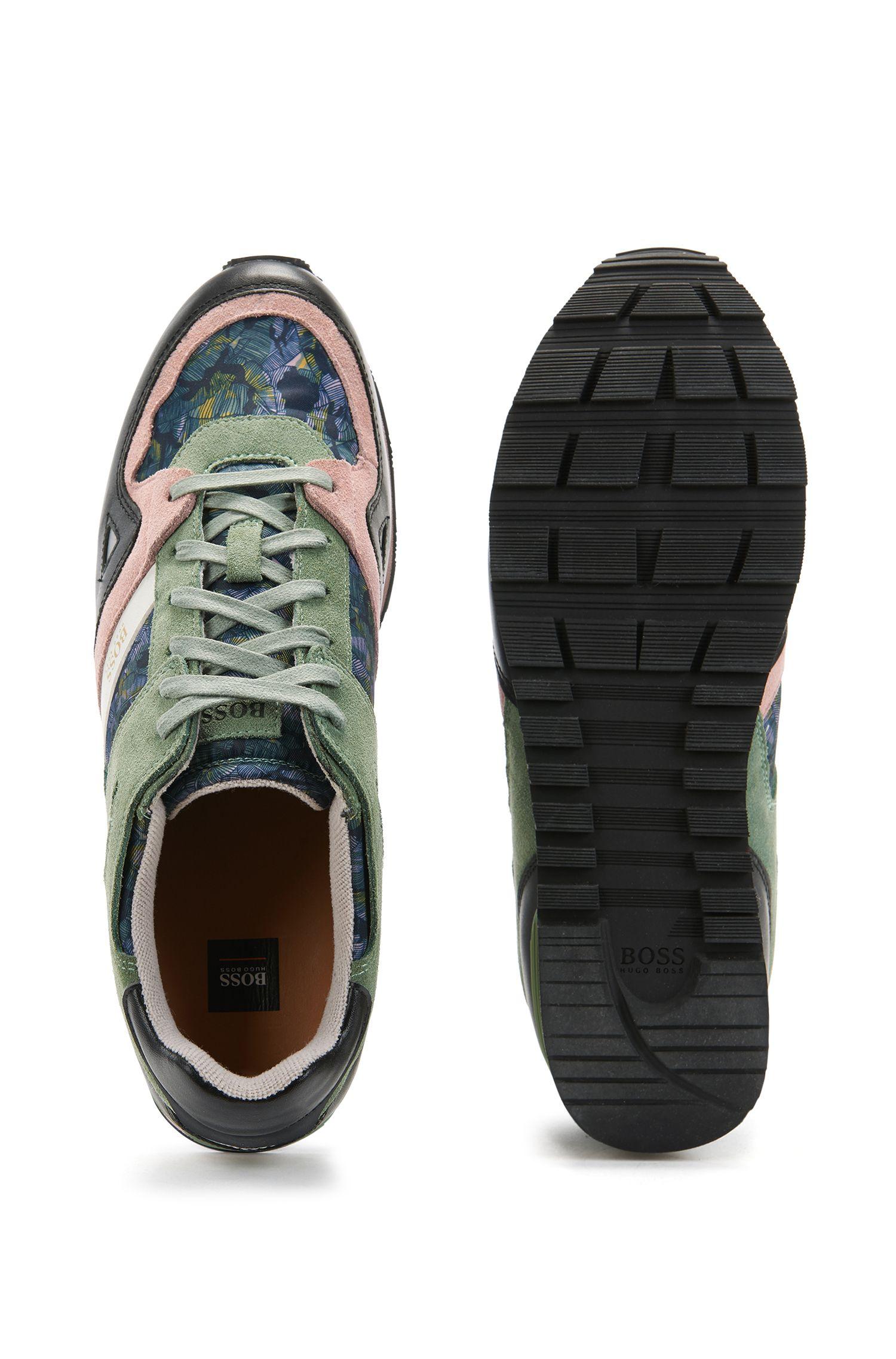 Vetersneakers van suède met printoppervlak