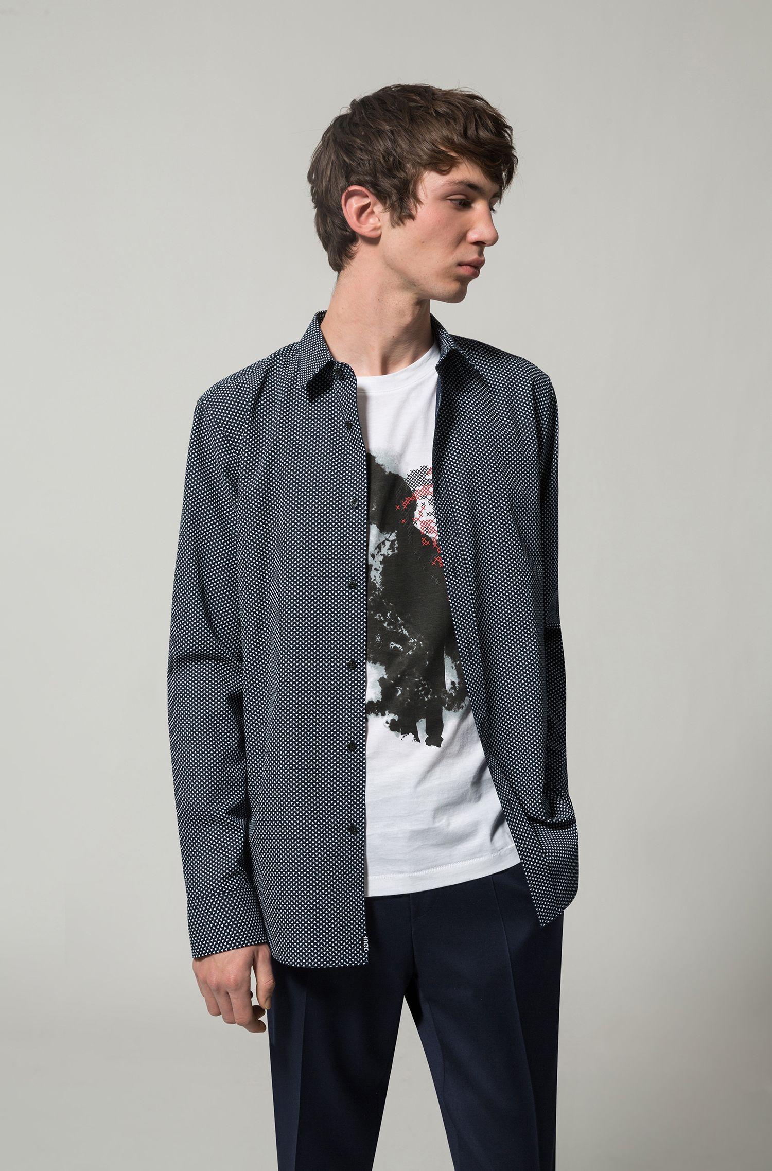 Camisa slim fit de algodón con estampado de pigmentos integral