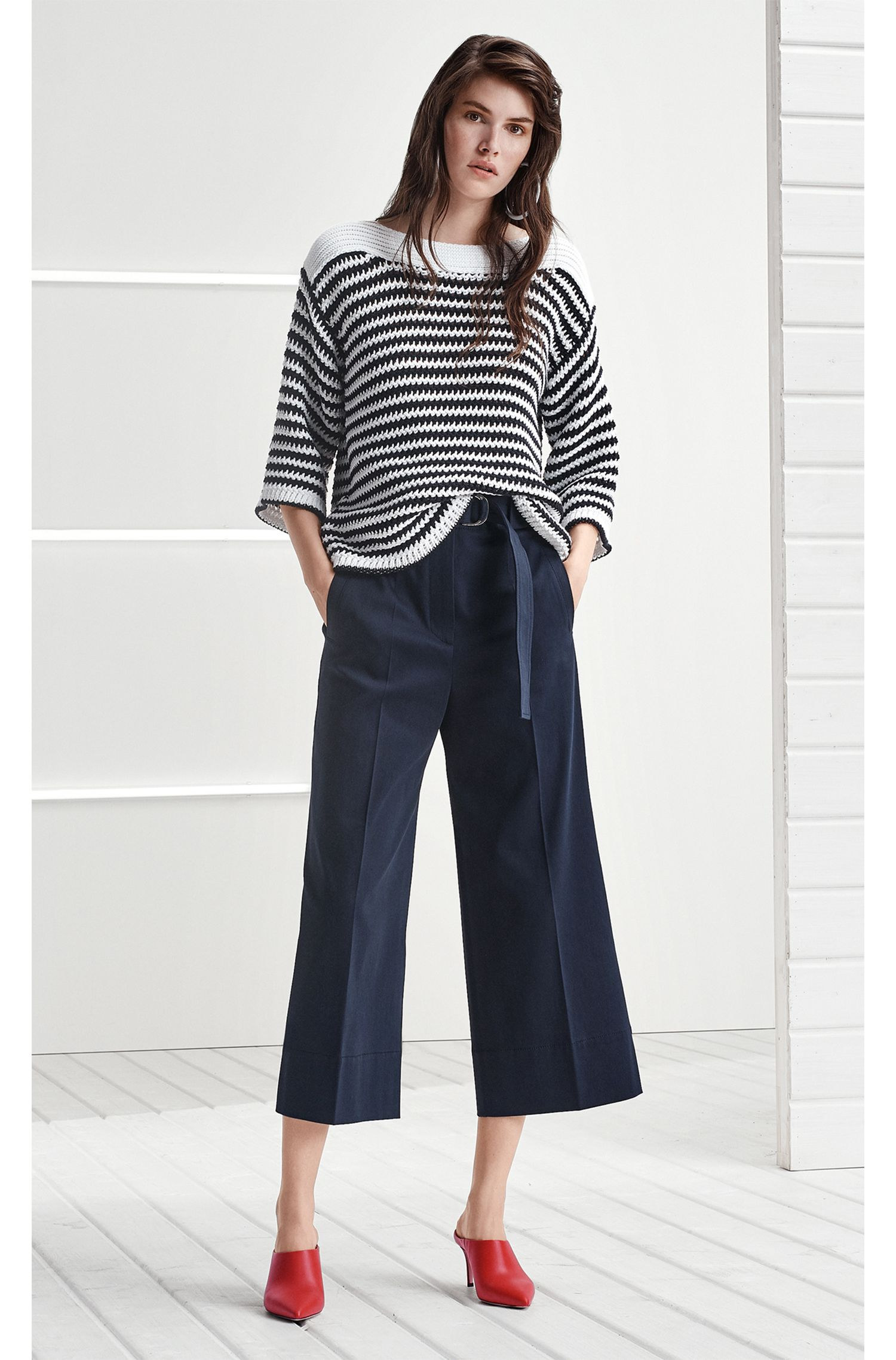 Pantalon Regular Fit en coton stretch à jambes larges