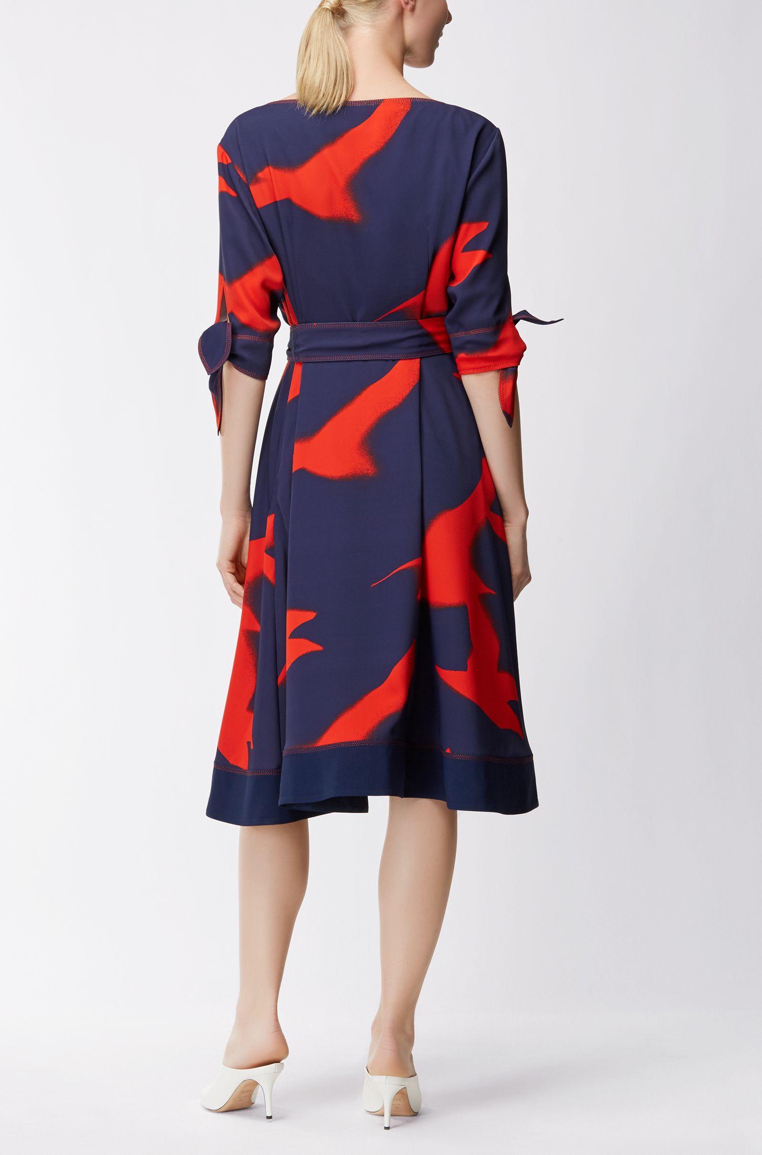 Locker fallendes Kleid aus Material-Mix mit Möwen-Print und Gürtel