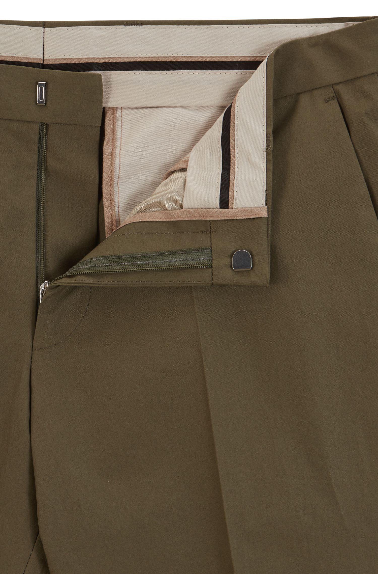 Slim-Fit Chino aus Baumwoll-Popeline mit Paper-Touch-Effekt