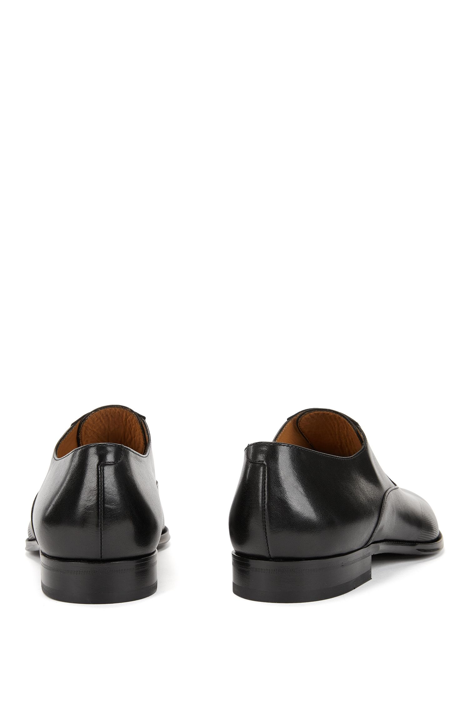 Chaussures Oxford confectionnées en Italie, en cuir de veau poli