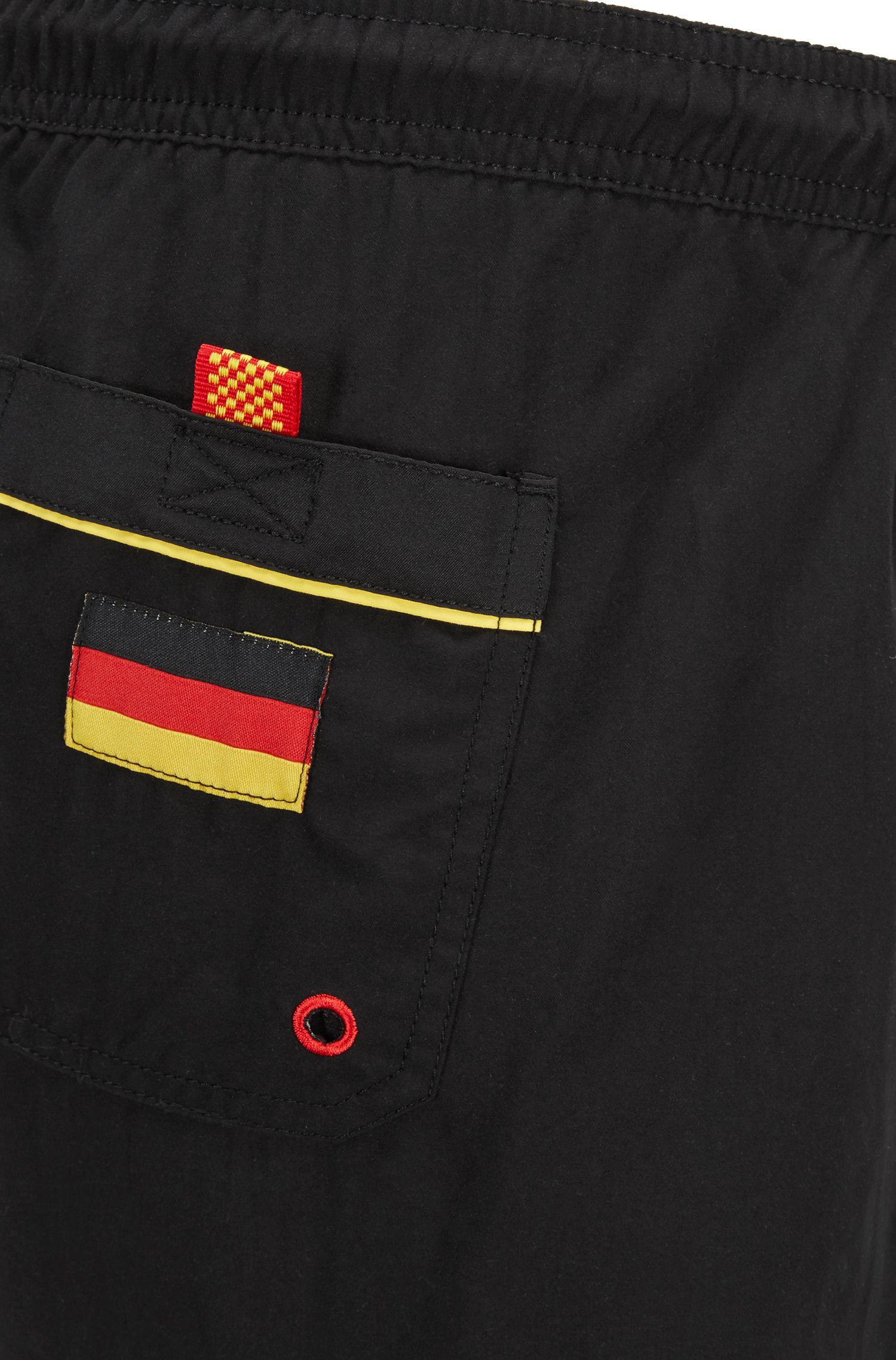 Leichte Badeshorts mit Flaggen-Detail