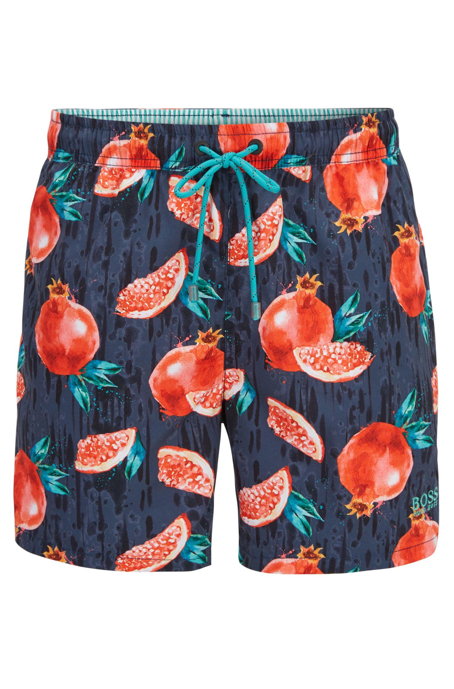 Schnelltrocknende Badeshorts mit tropischem Früchte-Print