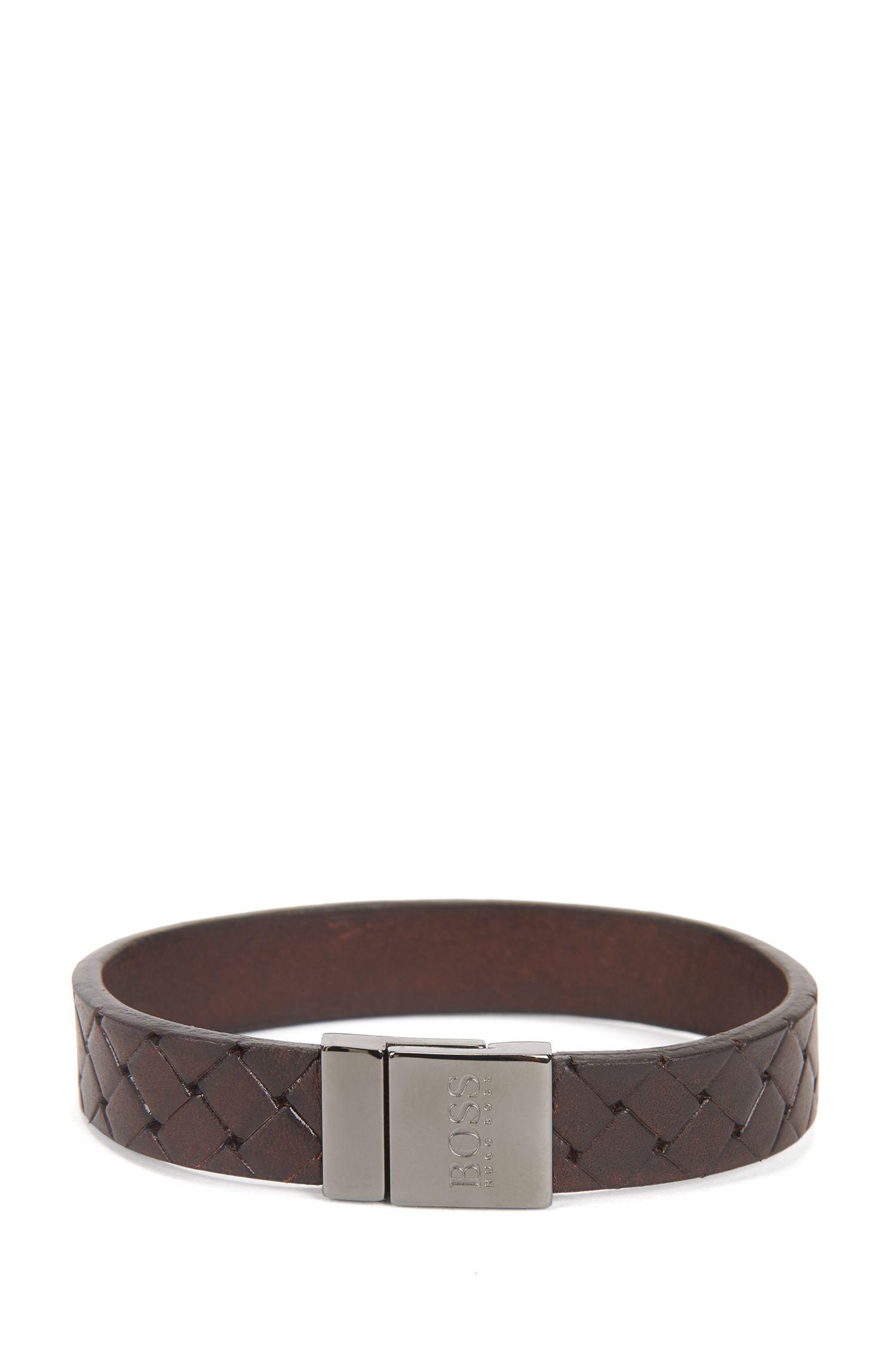 Bracelet en cuir texturé à fermoir magnétique