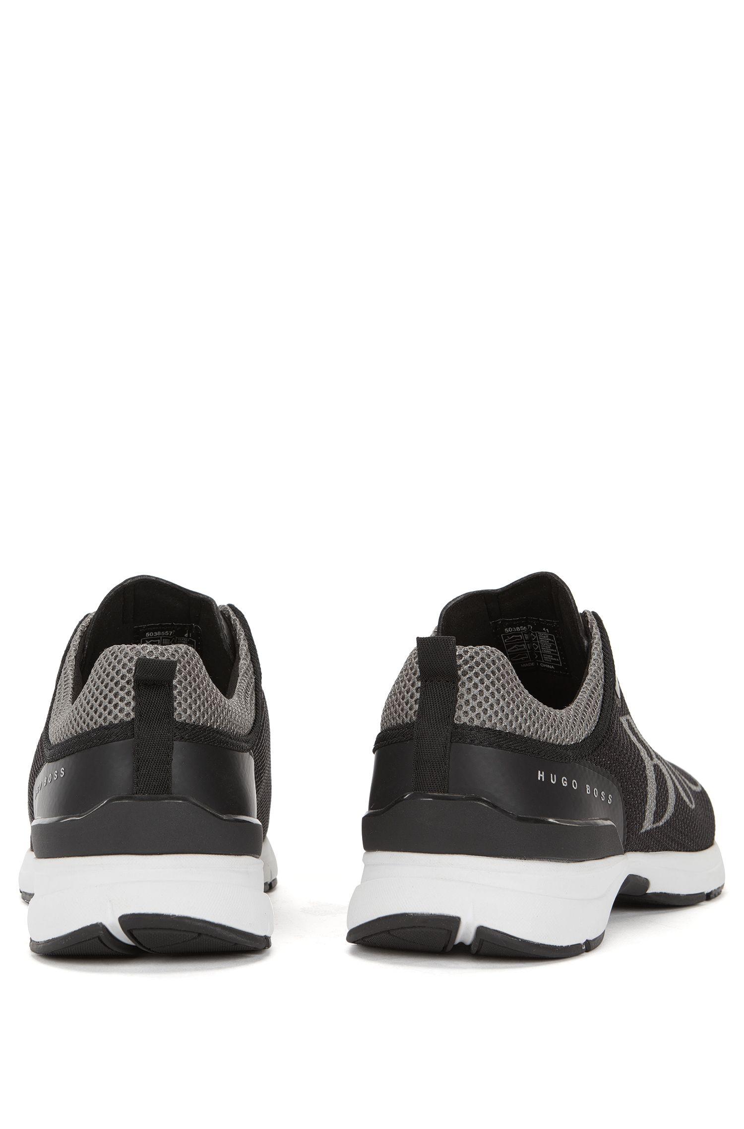 Mesh-Sneakers aus Material-Mix mit Strobel-Machart