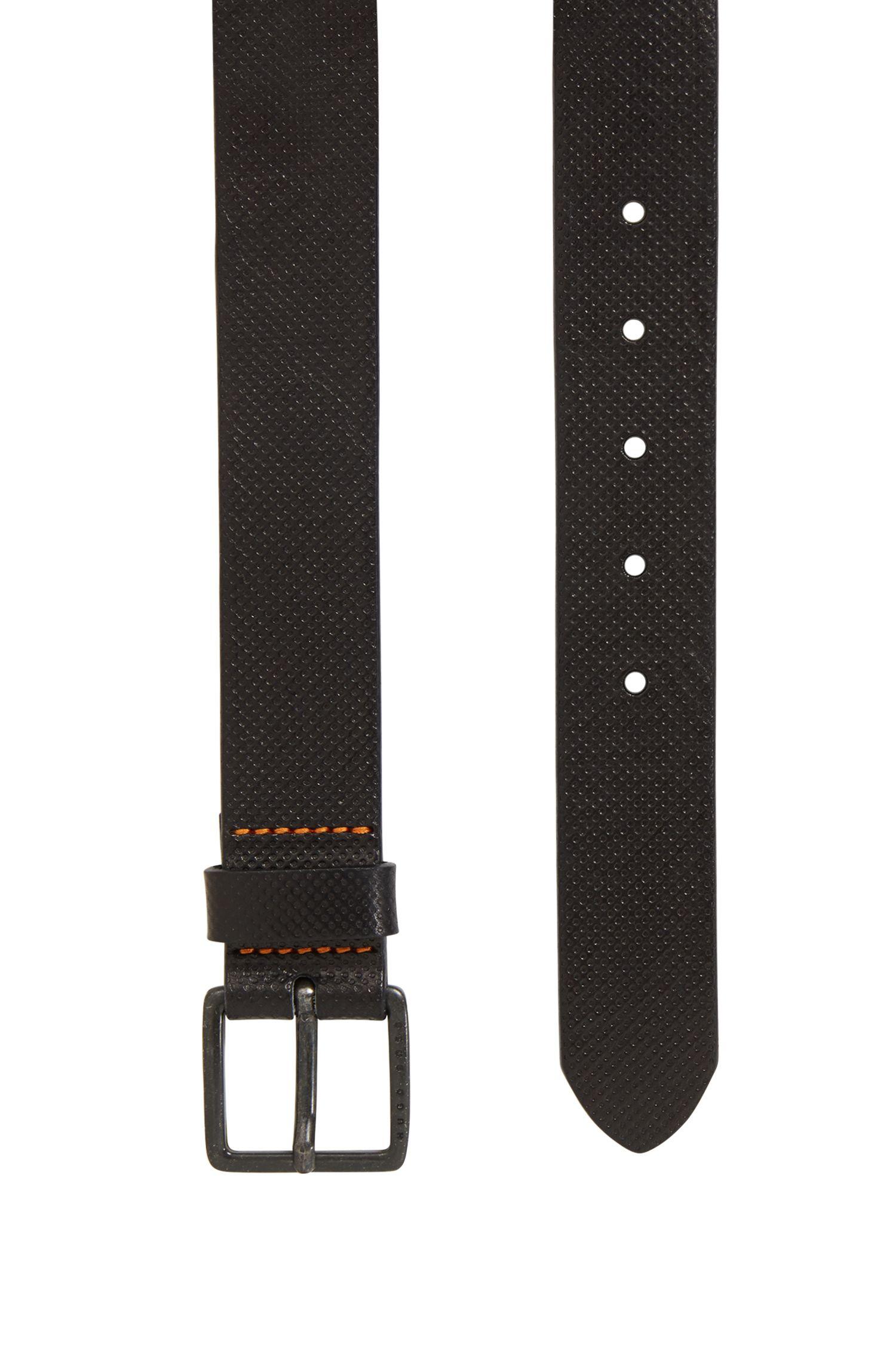 Geprägter Ledergürtel mit einer gebrandeten Metallschließe
