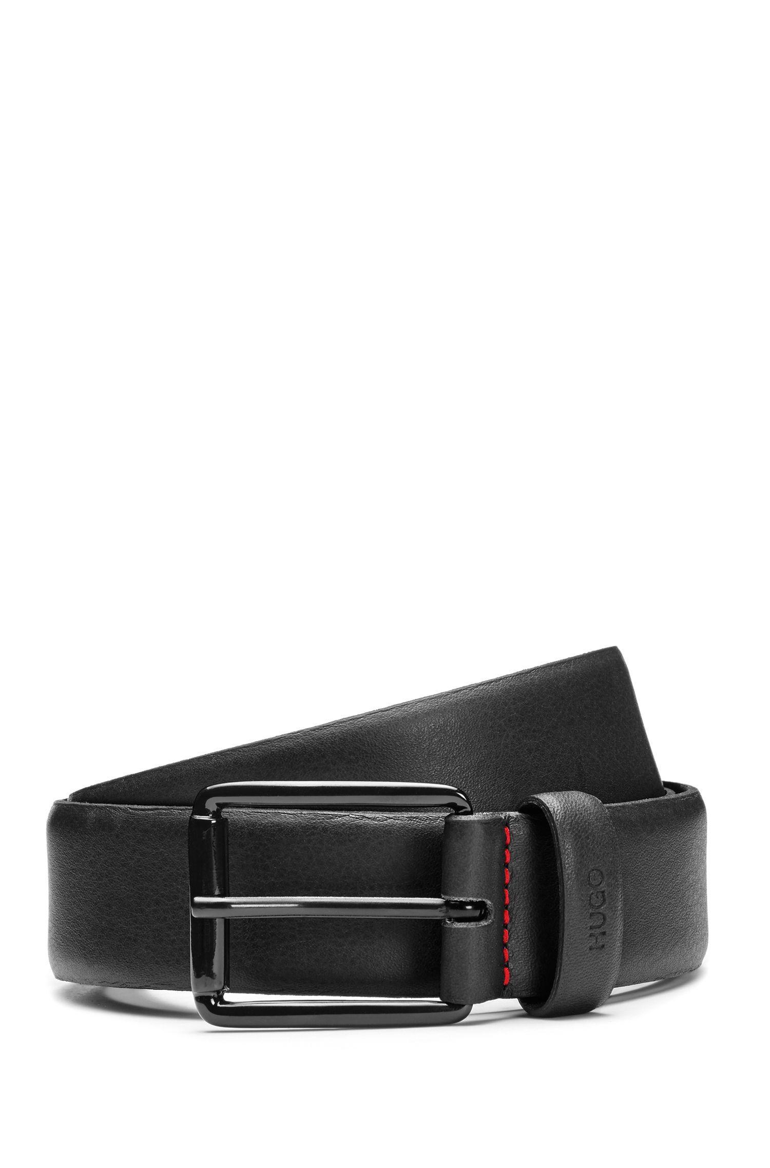 Cinturón de piel grabada con hebilla negra barnizada