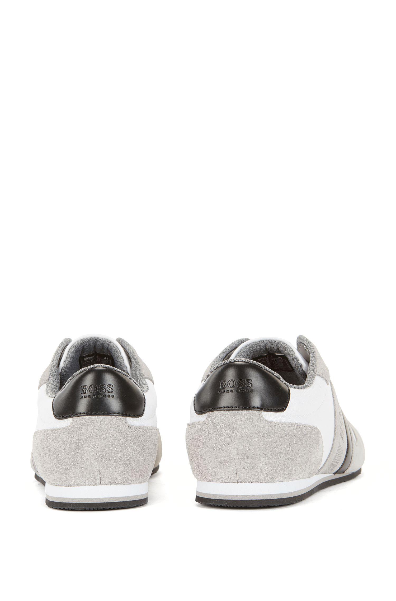 Sneakers aus Material-Mix mit Veloursleder-Details