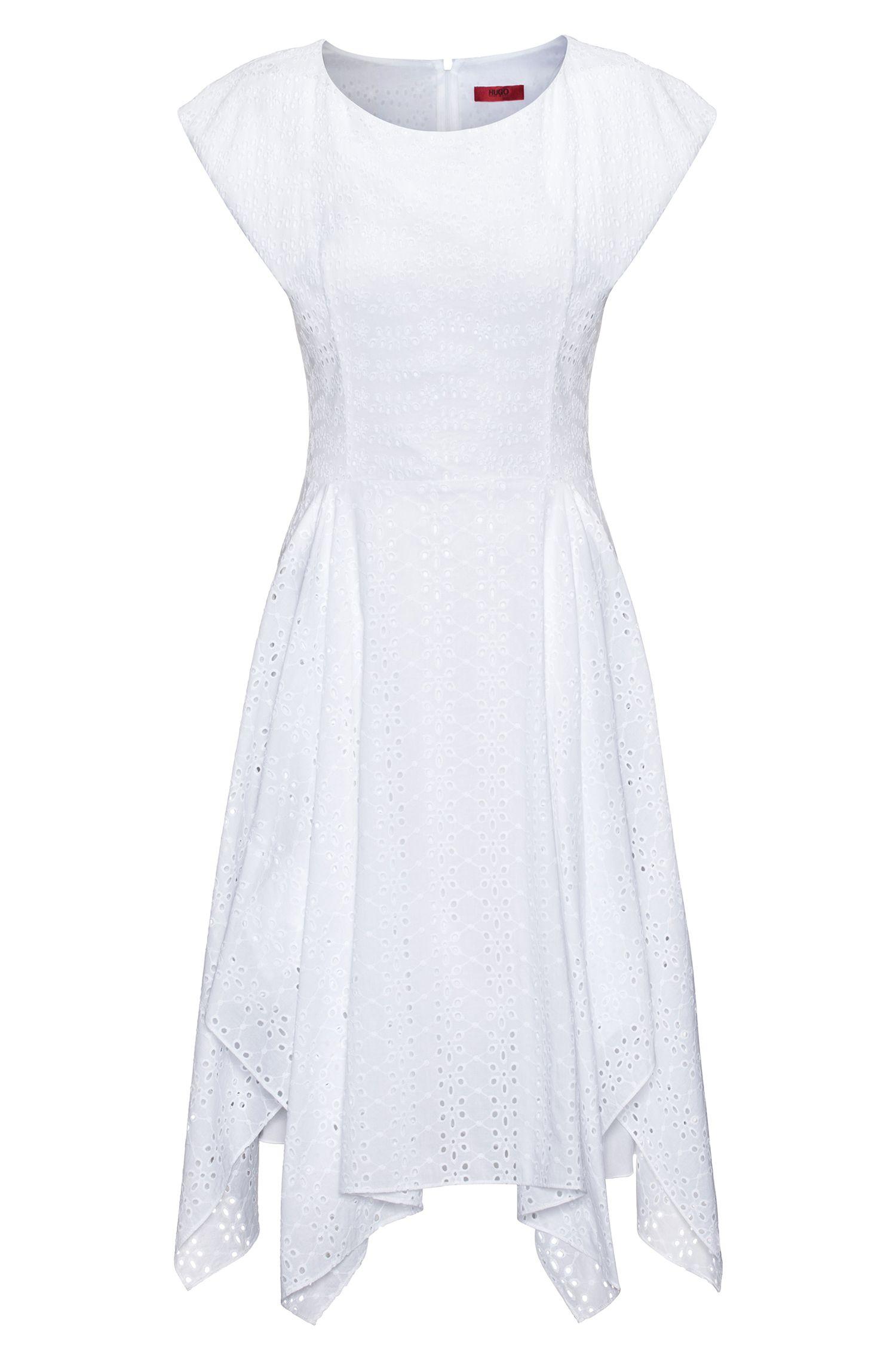 Vestido de algodón con bordado inglés y dobladillo tipo pañuelo