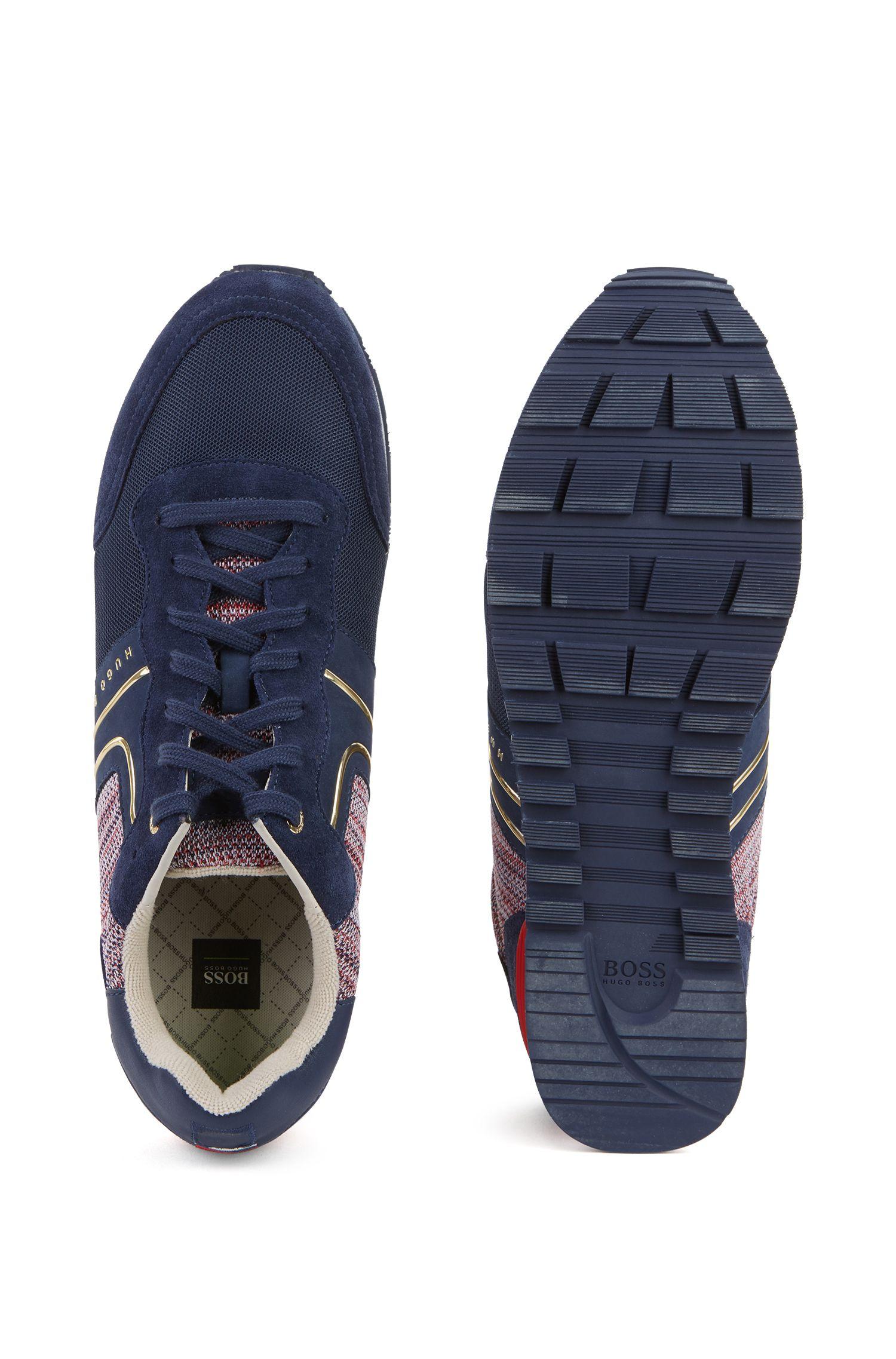 Leichte Sneakers aus Veloursleder, Strick und Mesh in Nationalfarben