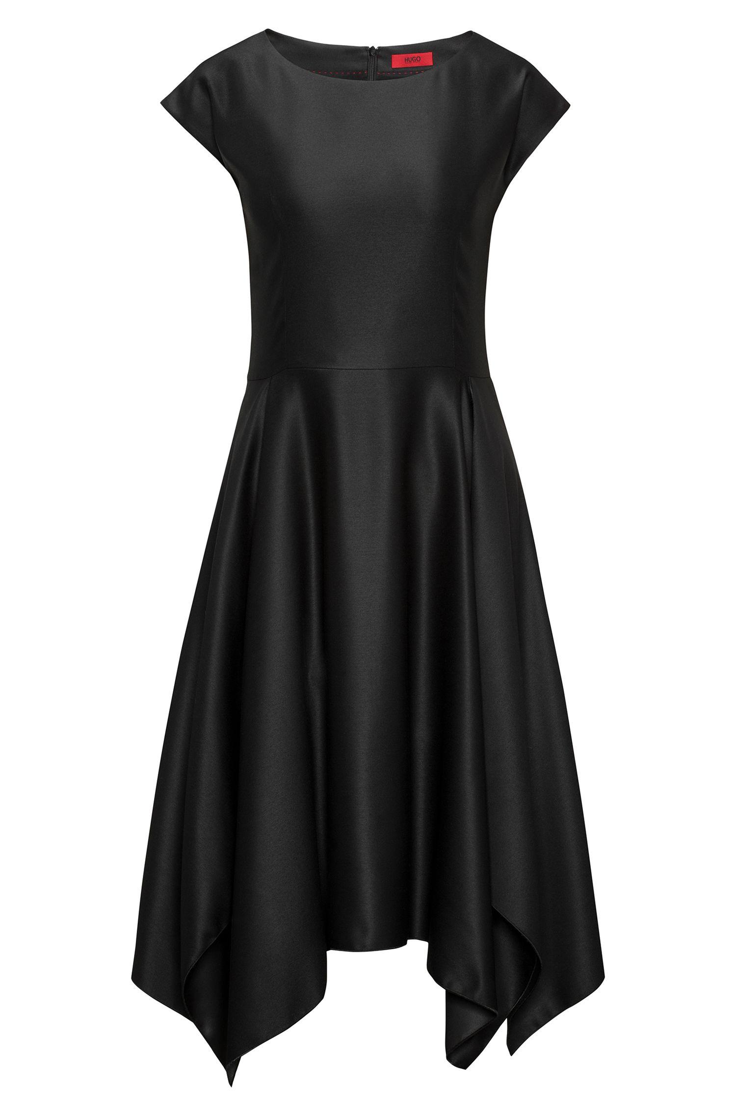 Kurzarm-Kleid mit weitem Rock und Zipfelsaum